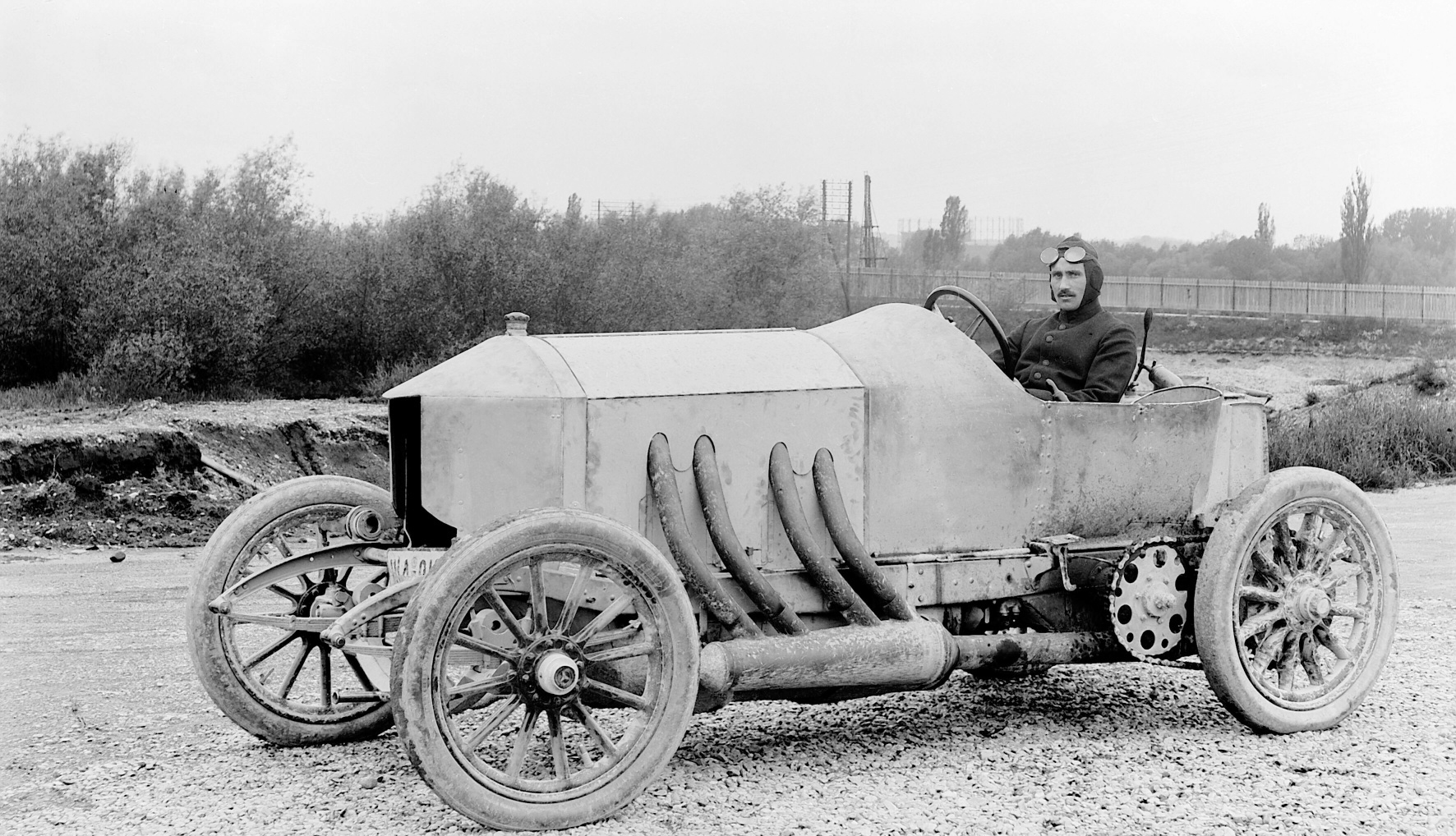 Ralph de Palma behind wheel at vanderbilt cup race