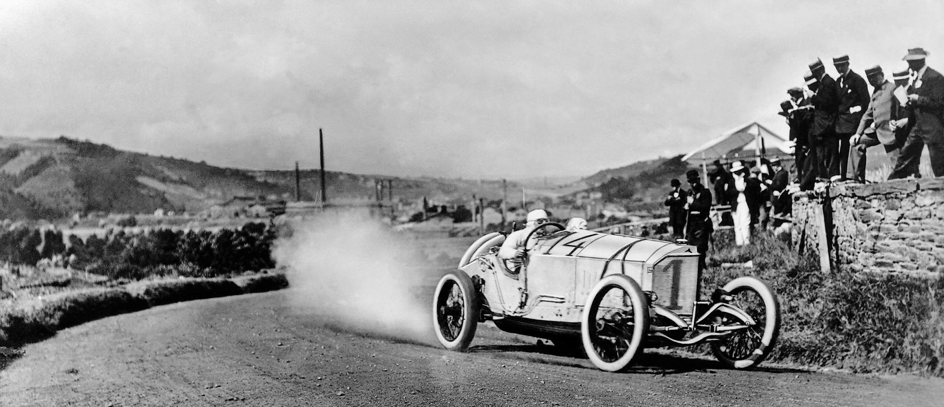 Ralph de Palma racing action