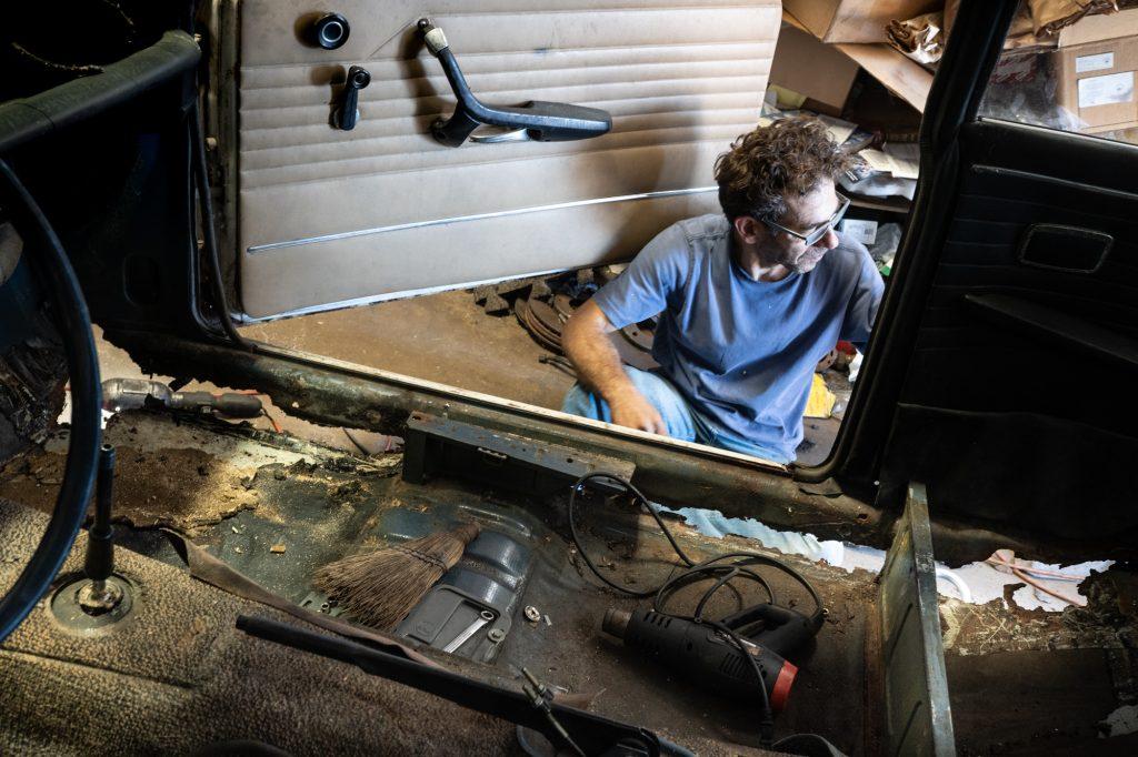 bmw 2002 project car side rocker rust rot