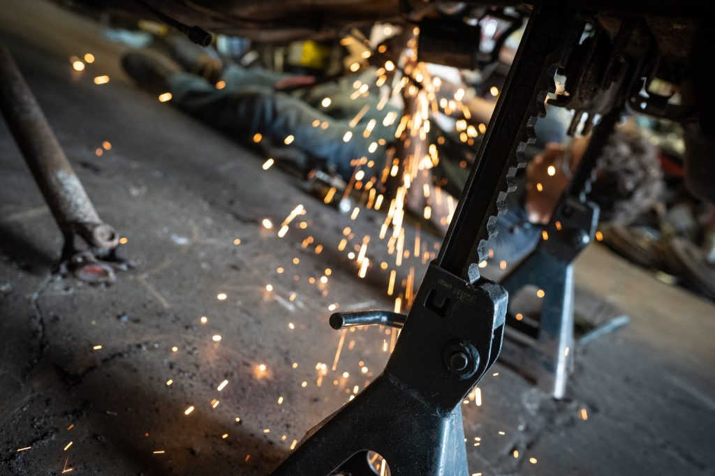 grinding sparks on body of bmw 2002