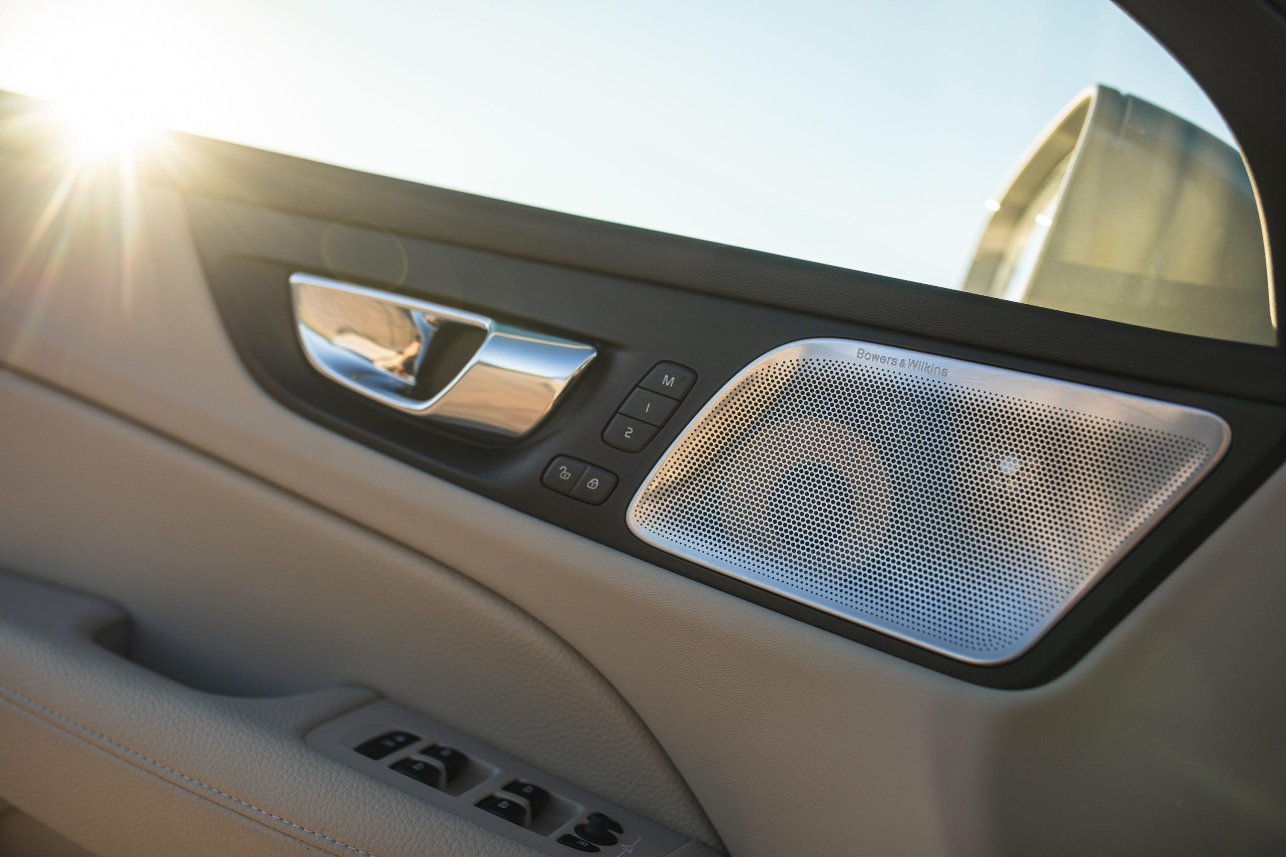 Volvo V60 Cross Country T5 AWD speaker interior detail