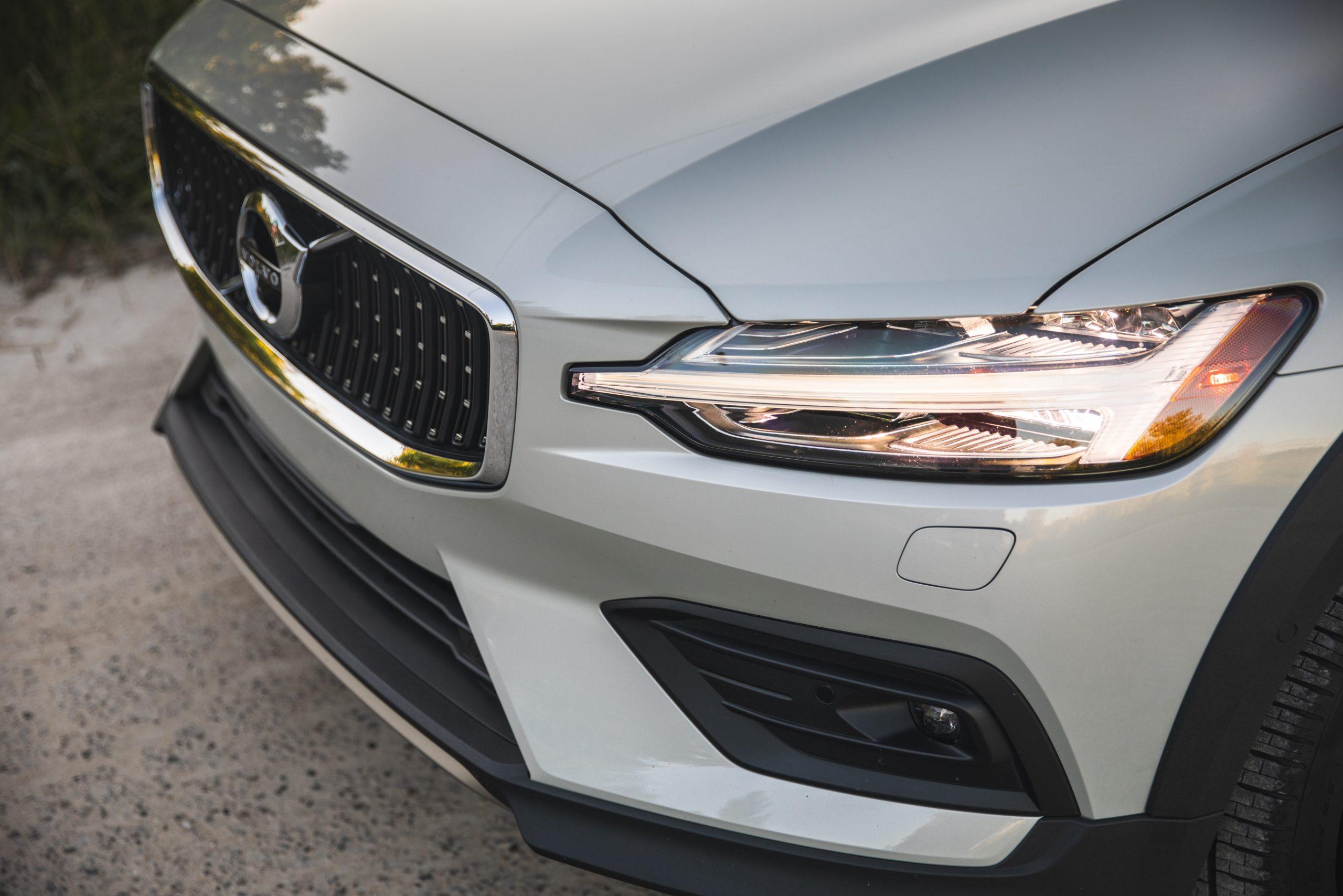Volvo V60 Cross Country headlight