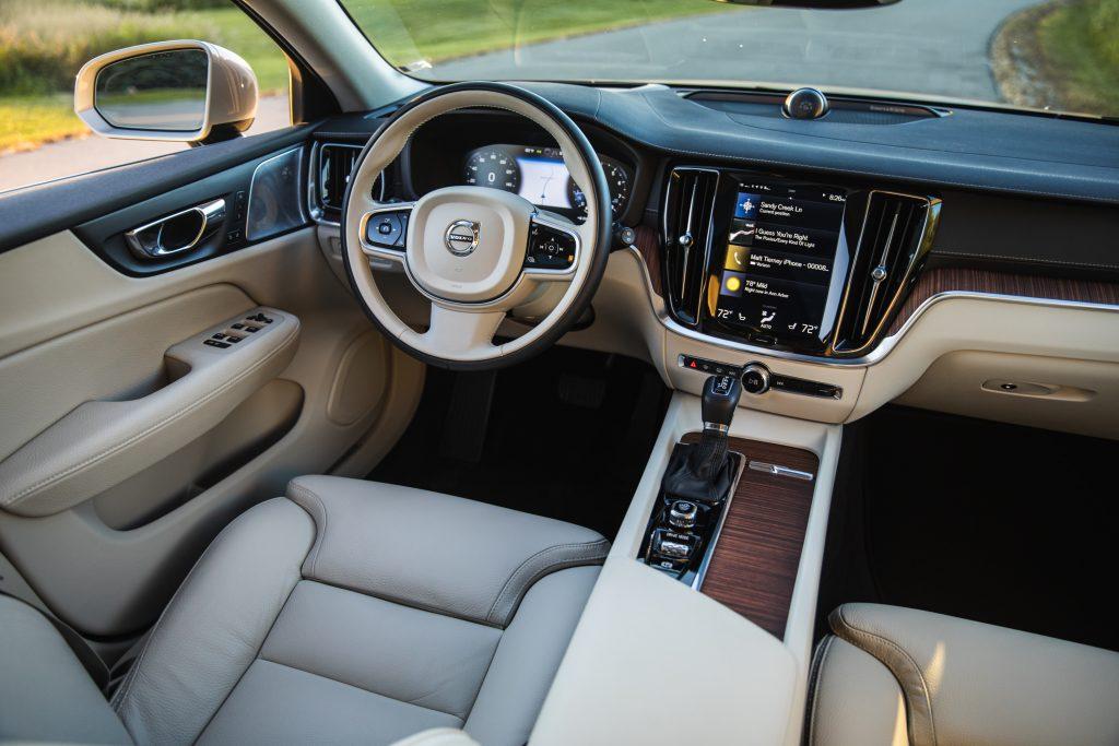 Volvo V60 Cross Country interior cabin