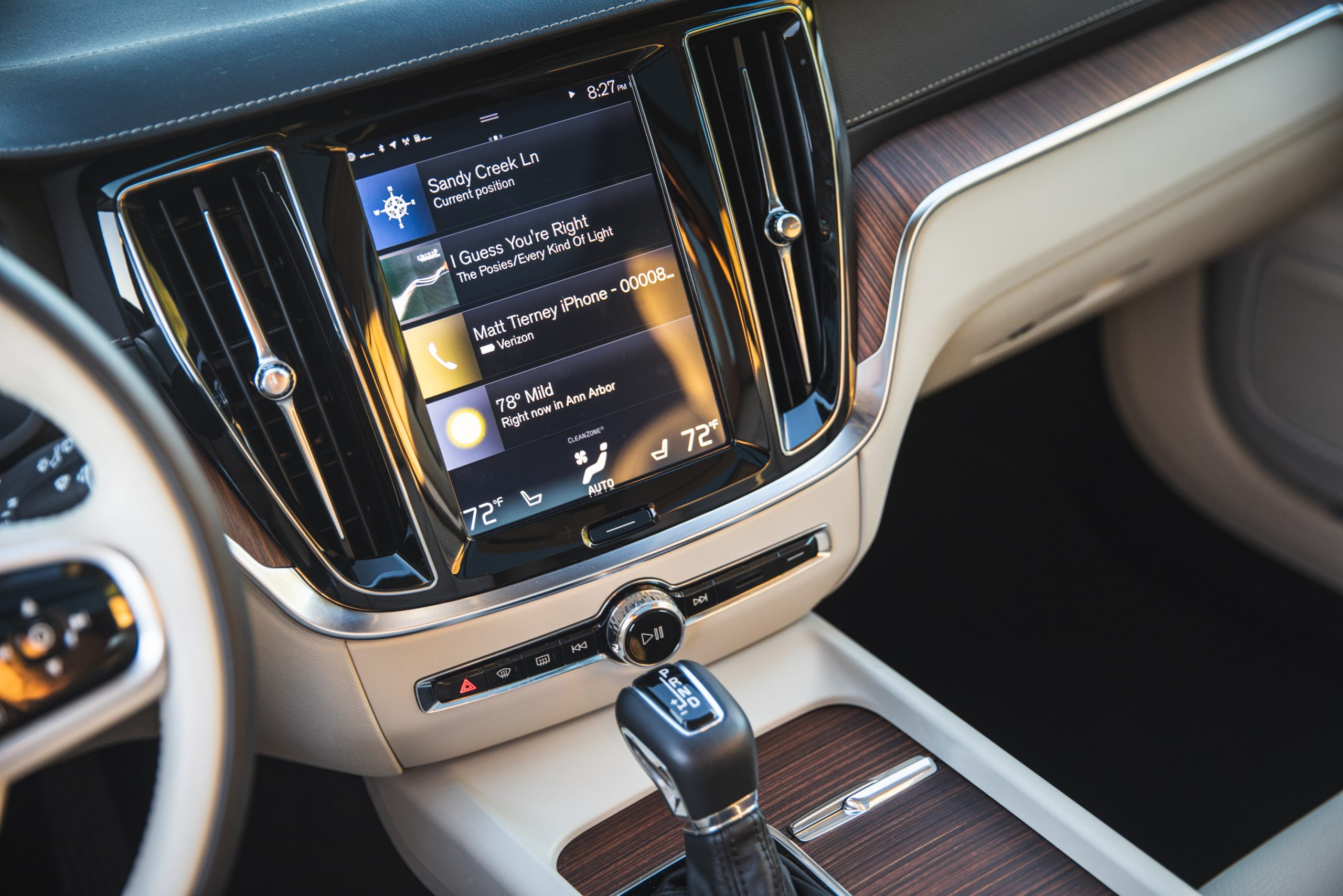 Volvo V60 Cross Country center console dash screen