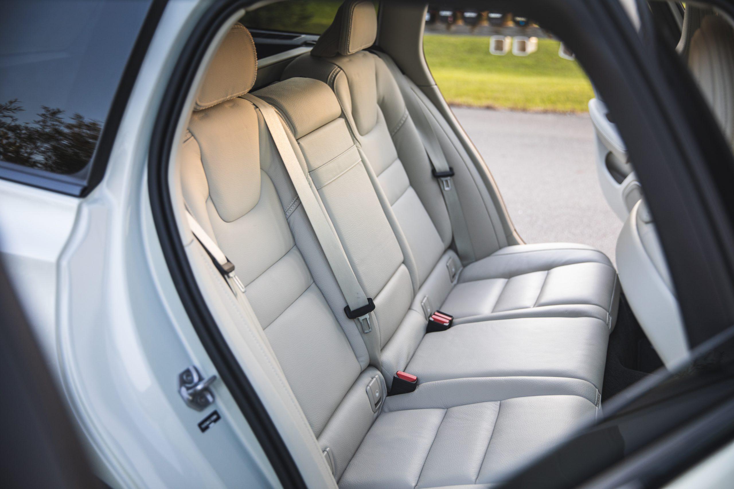 Volvo V60 Cross Country rear seats