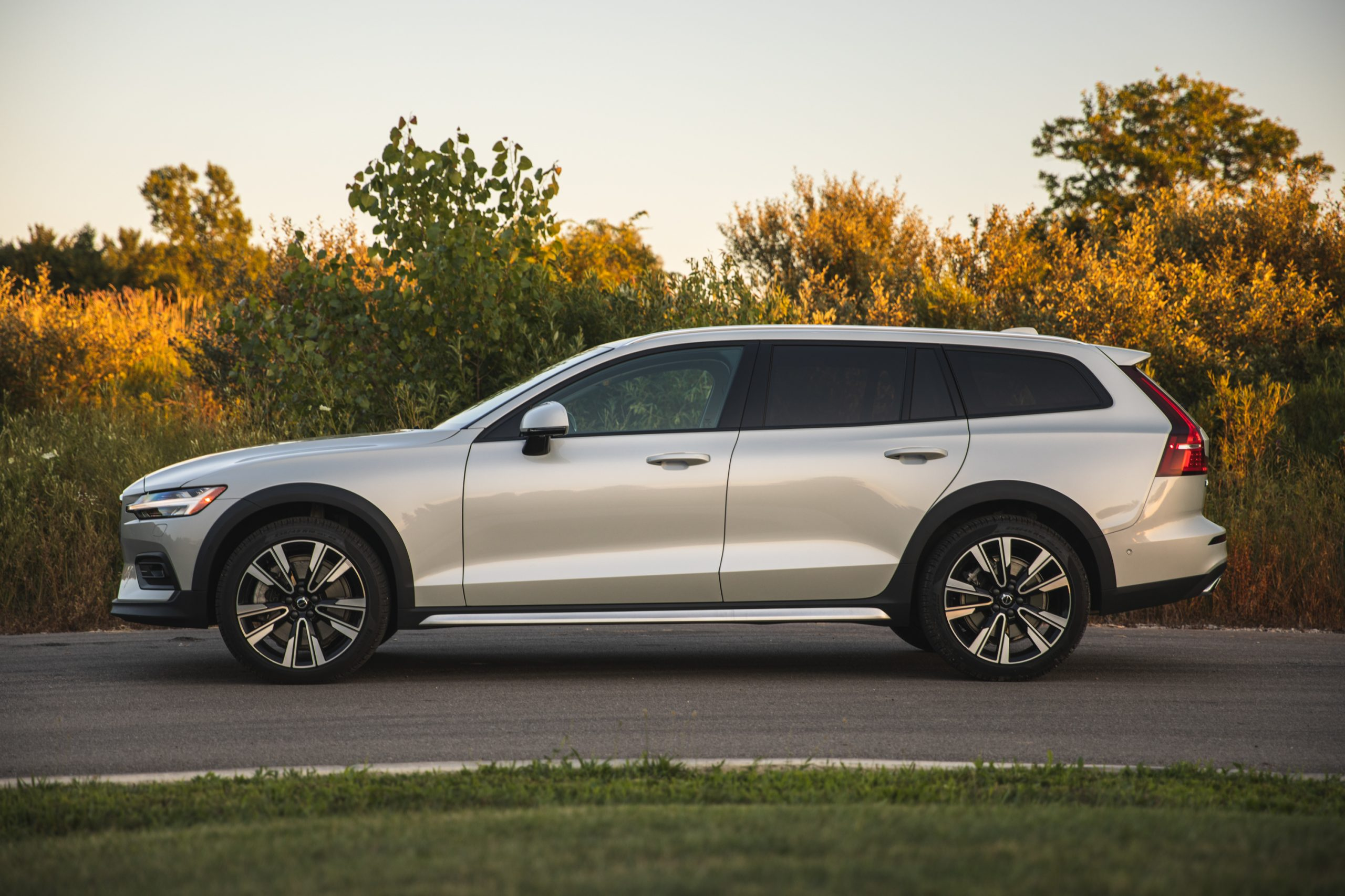 Volvo V60 Cross Country T5 AWD profile