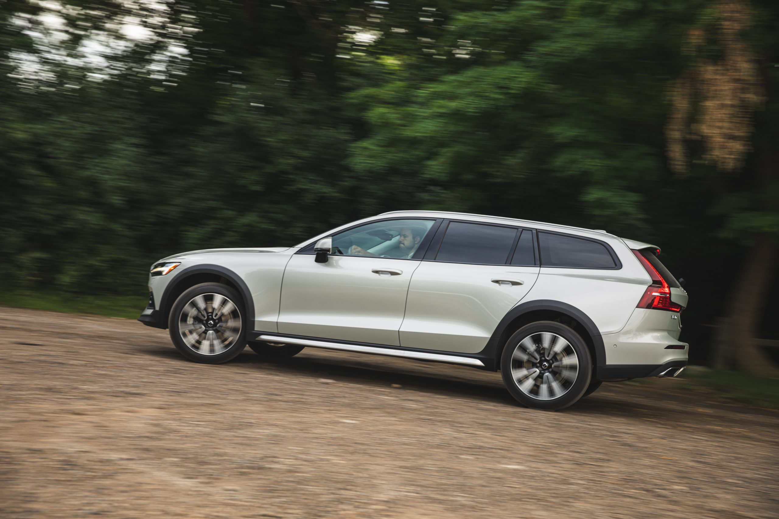 Volvo V60 Cross Country T5 AWD driving trail