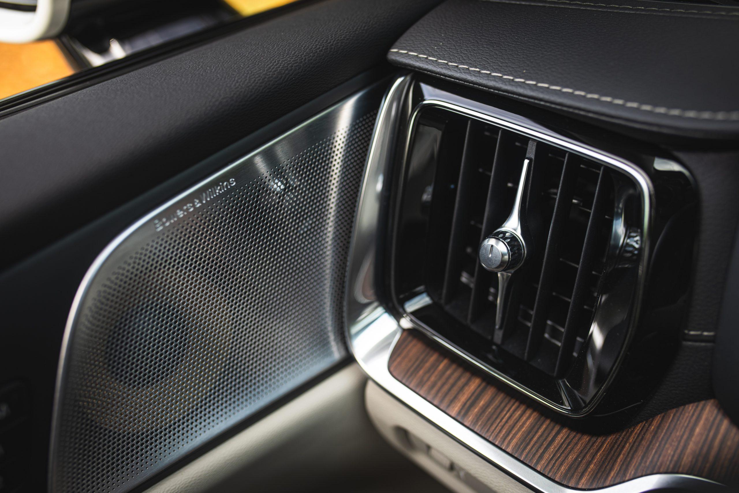 Volvo V60 Cross Country T5 AWD interior vent knob speaker