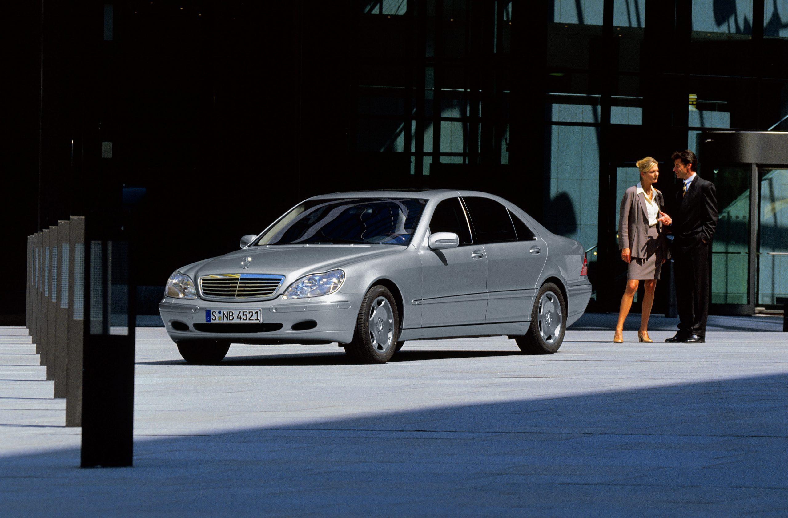W220 Mercedes-Benz S 600 lang (W 220): Die Baureihe W 220 wird seit 1998 gebaut.