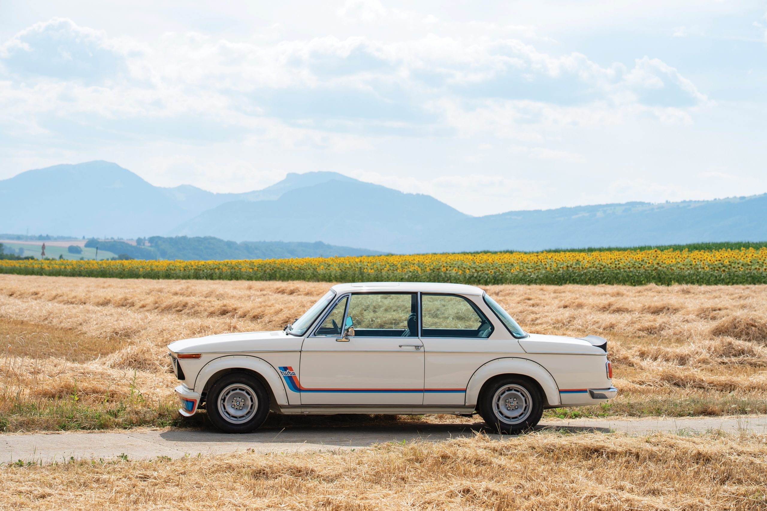 1974-BMW-2002-Turbo side profile