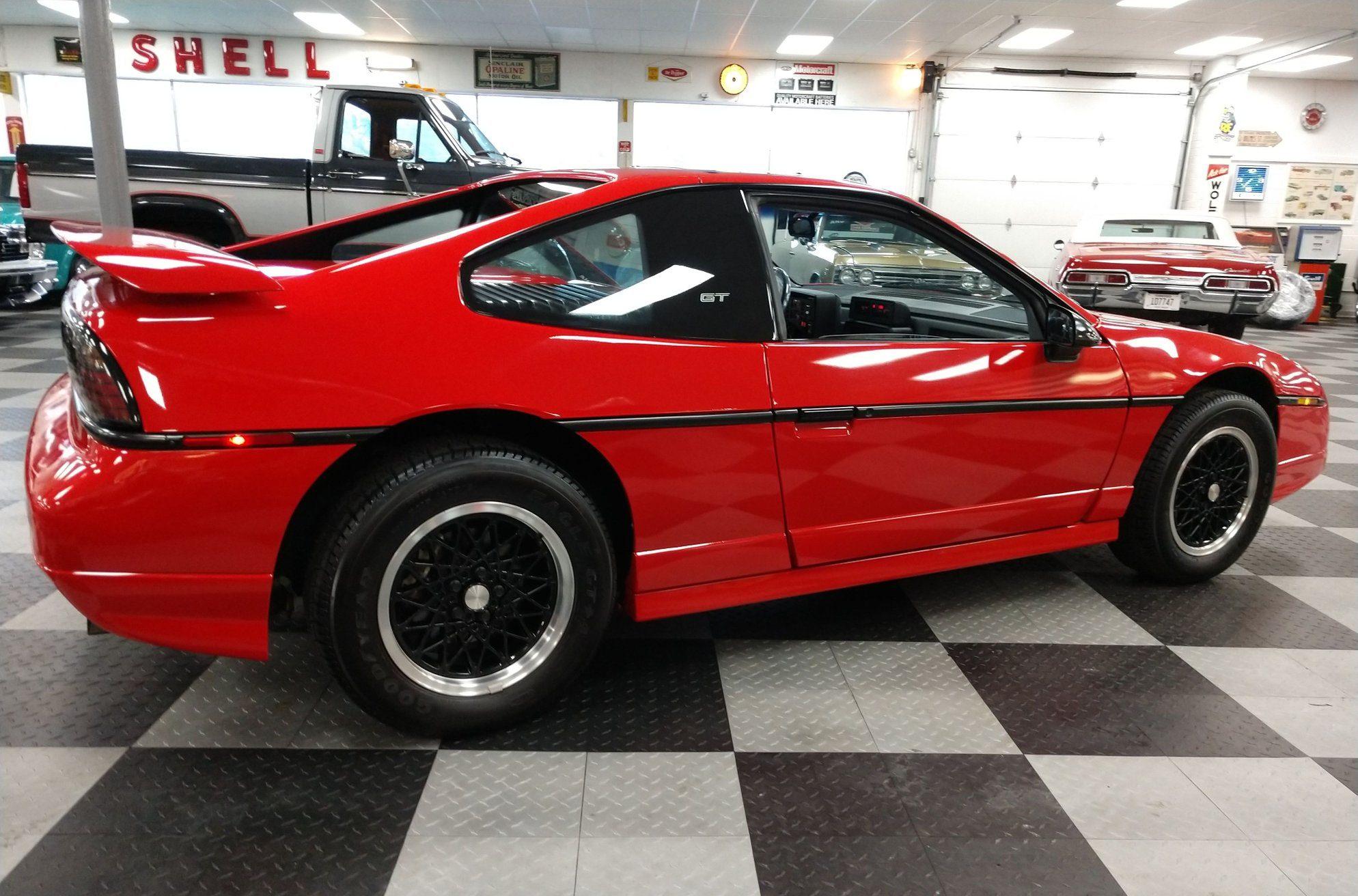 1988 pontiac fiero gt rear three-quarter