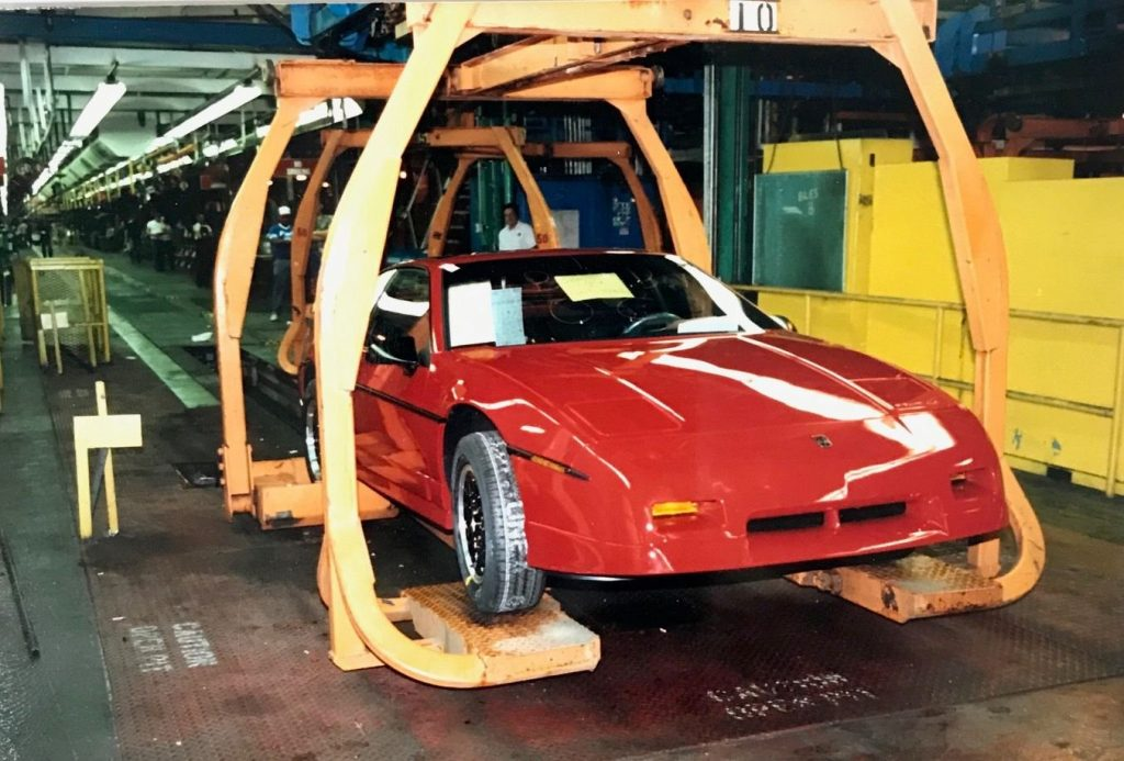 1988 pontiac fiero gt assembly front three-quarter