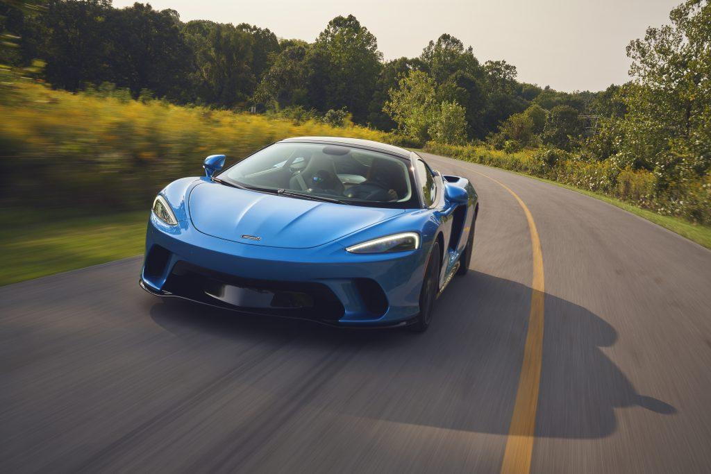 2020-McLaren-GT_Trahan_0482 motion front