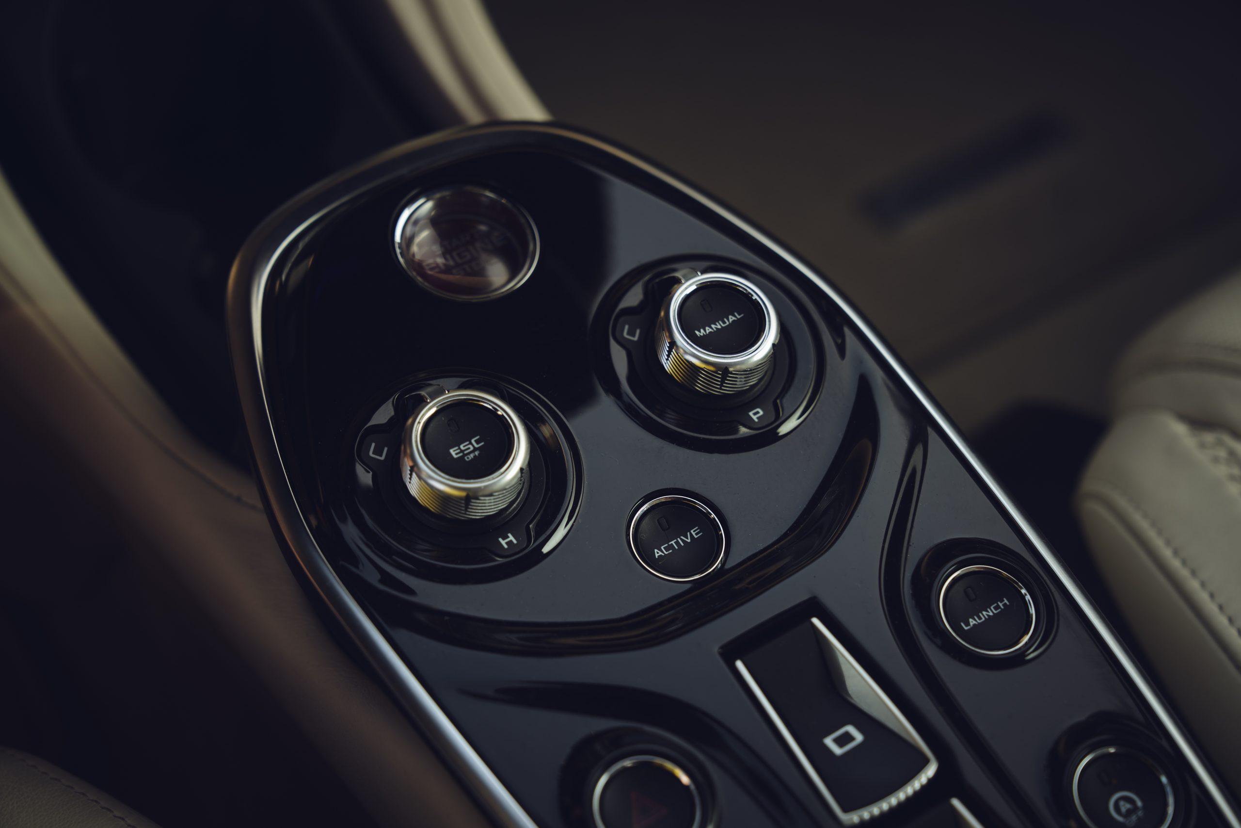 2020-McLaren-GT_Trahan_0507 center console