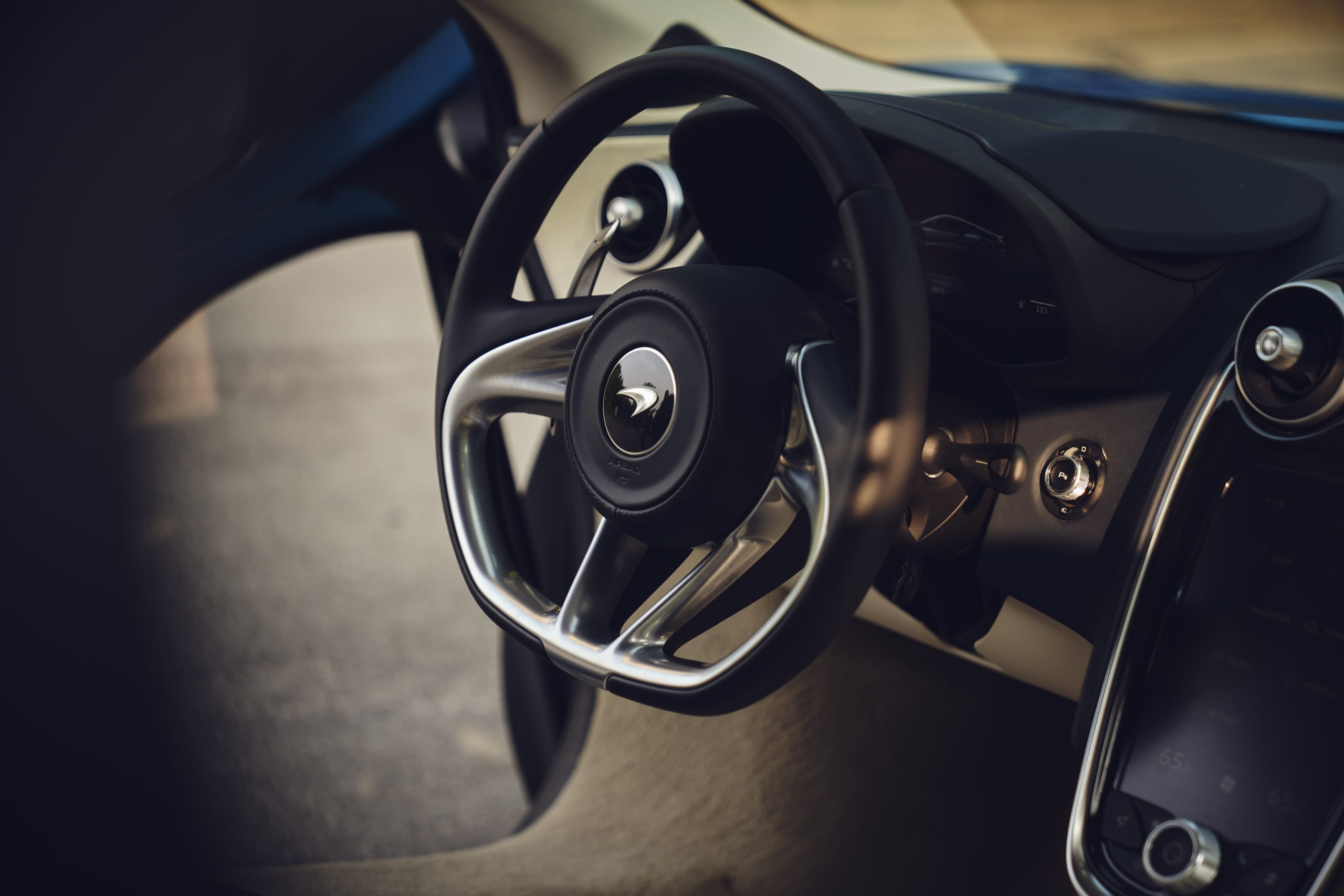 2020-McLaren-GT_Trahan_0580 steering wheel