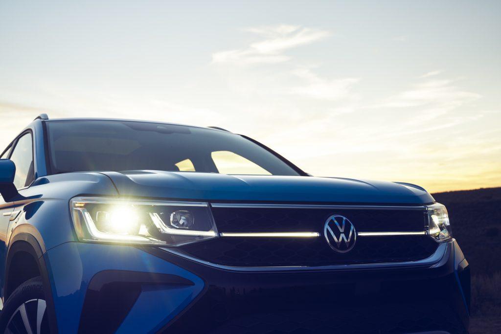 2022 Volkswagen Taos head lamps and light bar signature