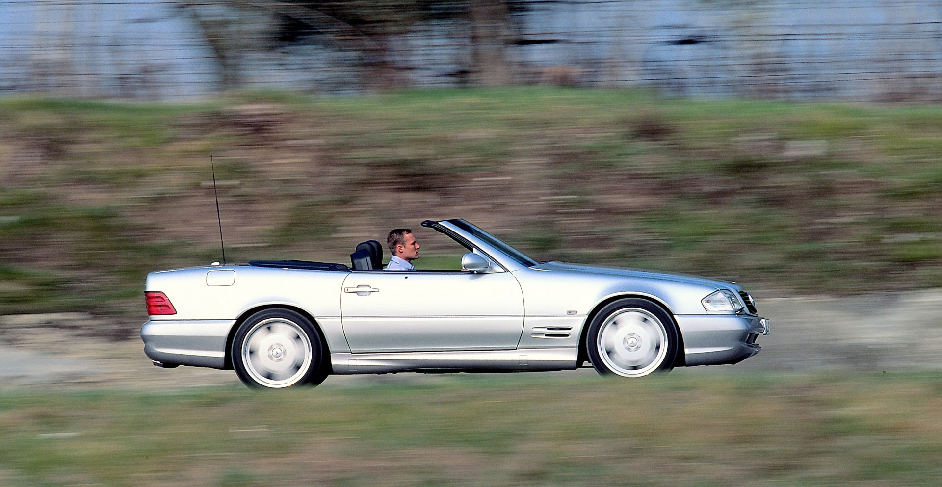 Mercedes-Benz Type SL 55 AMG side profile action