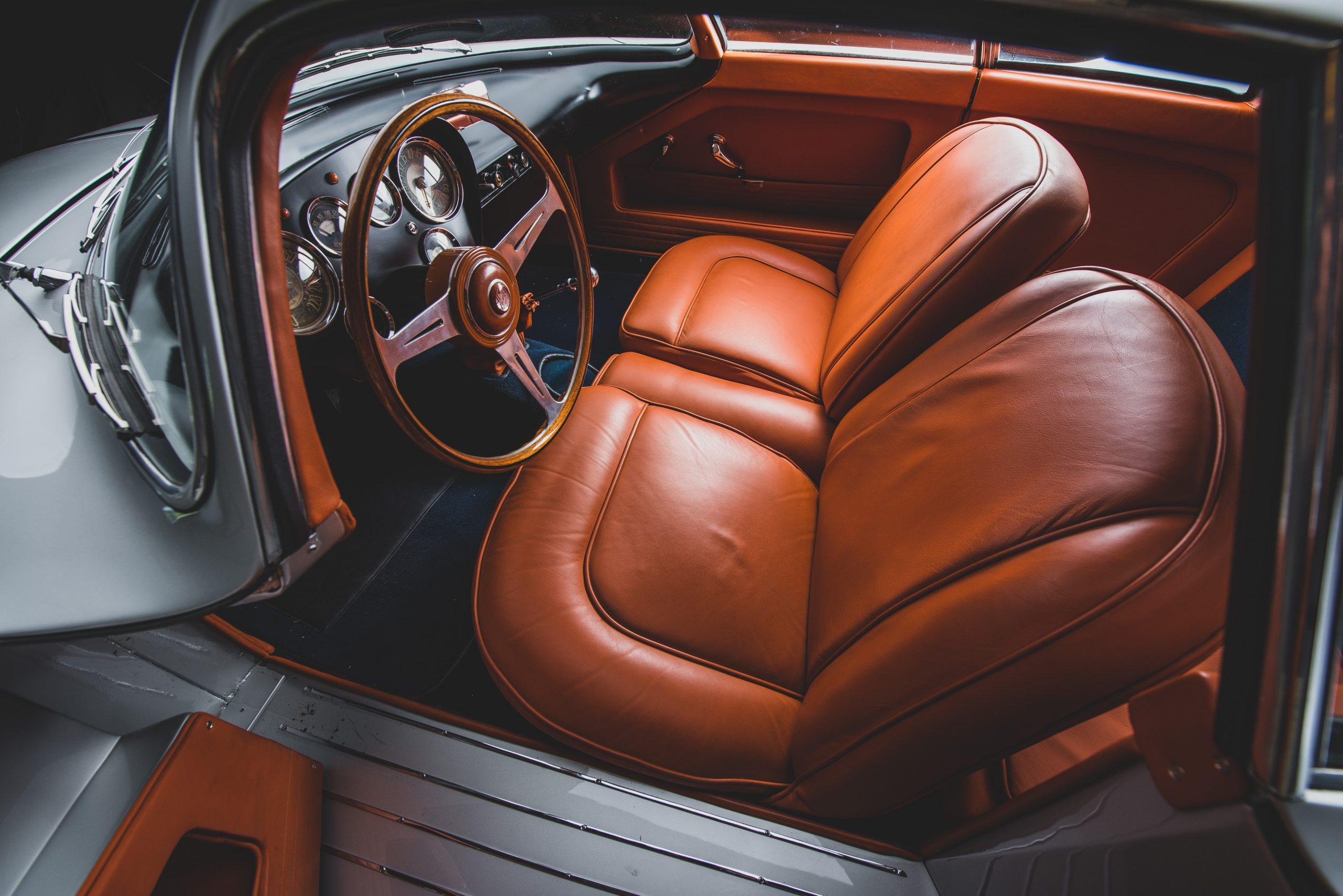 Alfa Romeo Berlina Aerodinamica Tecnica interior leather seats
