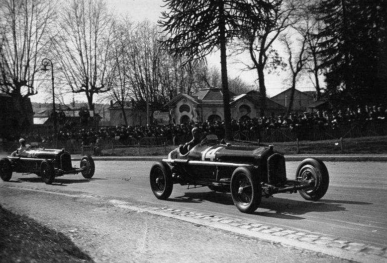 Tazio Nuvolari leads Alfa Romeo teammate René Dreyfus at the 1935 Pau Grand Prix.
