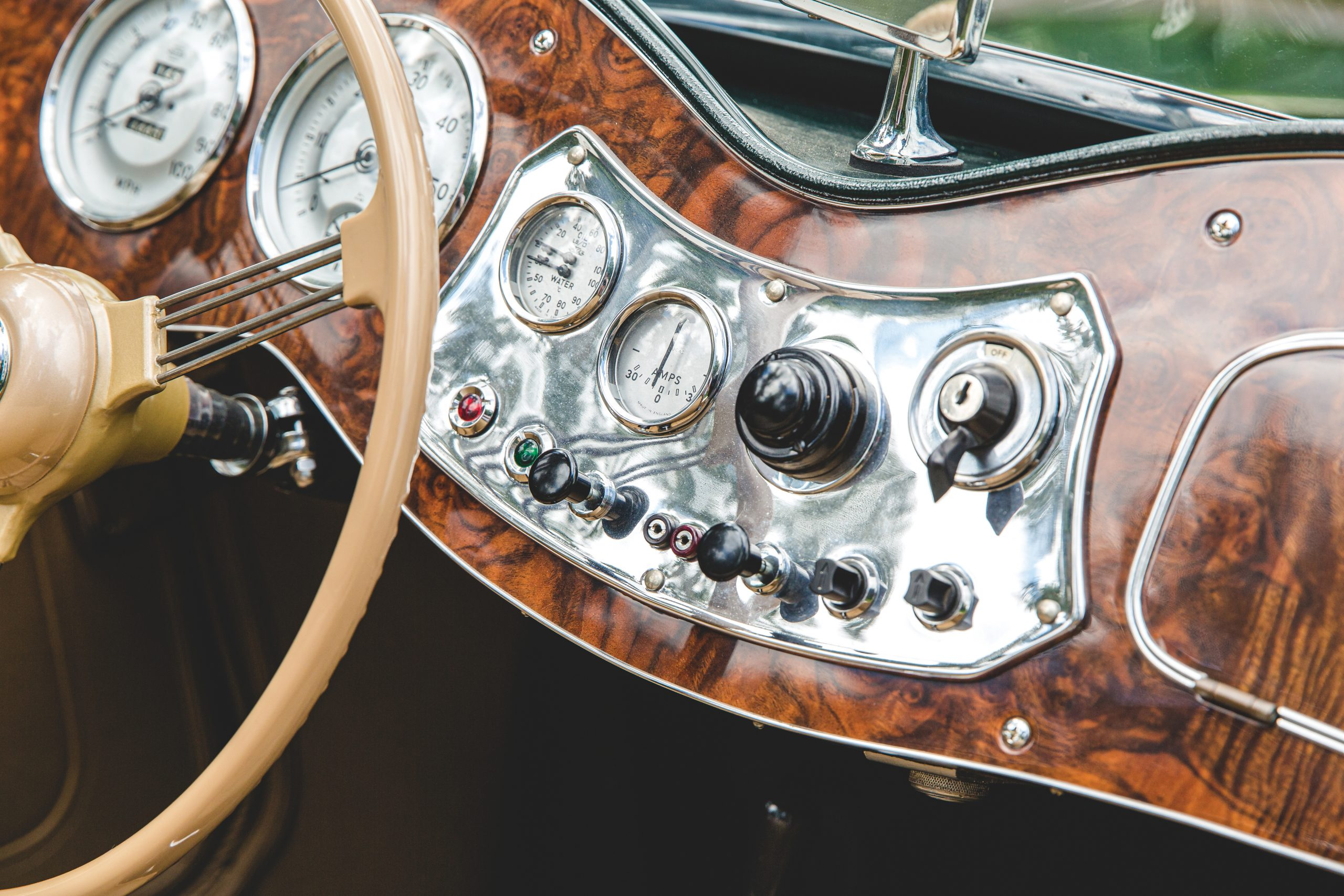 1952 MG TD dash detail