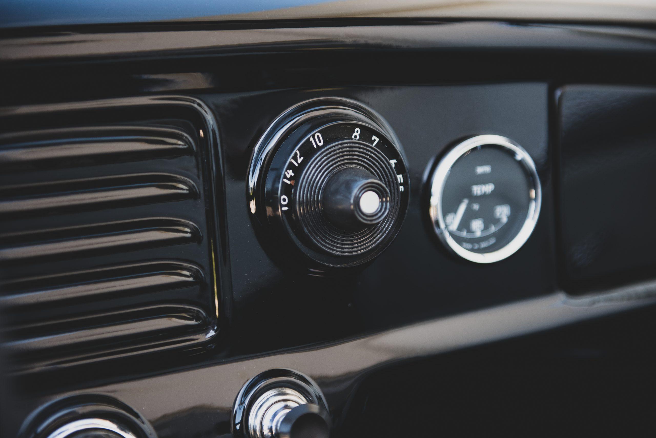 AMC Metropolitan 1500 Convertible gauge detail