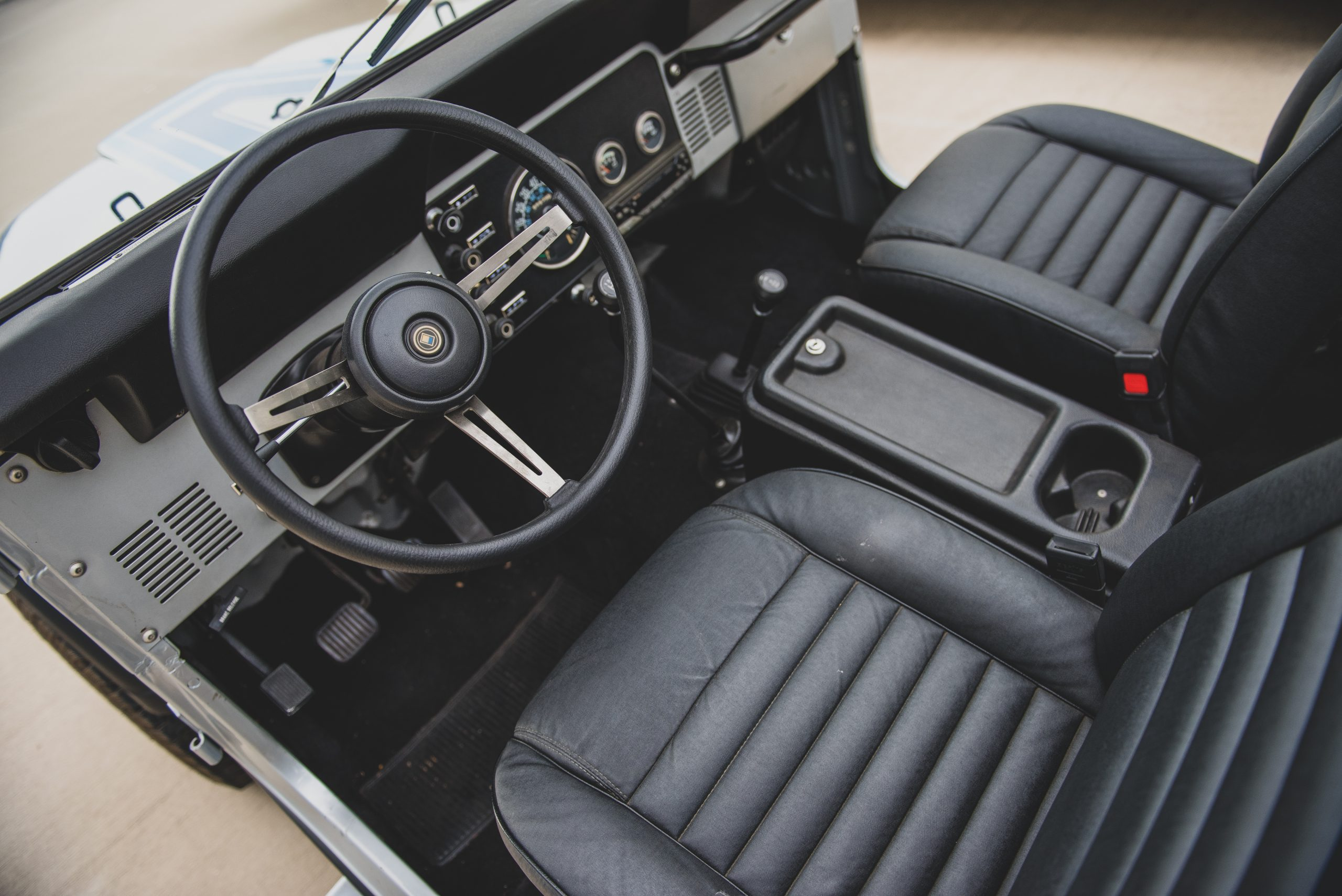 Jeep CJ7 Renegade interior
