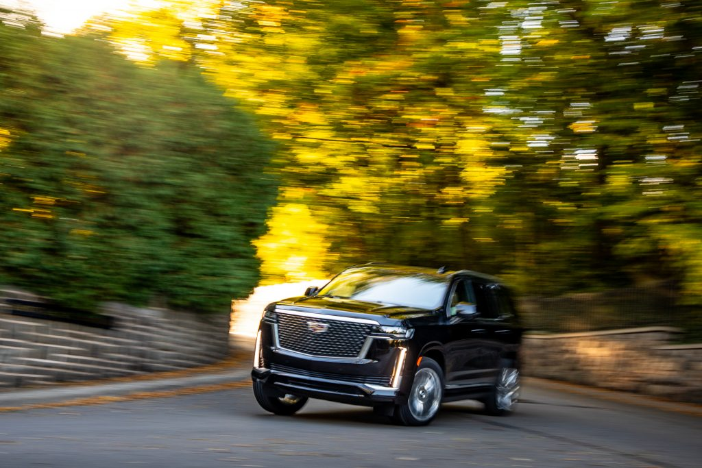 cadillac escalade front three-quarter dynamic