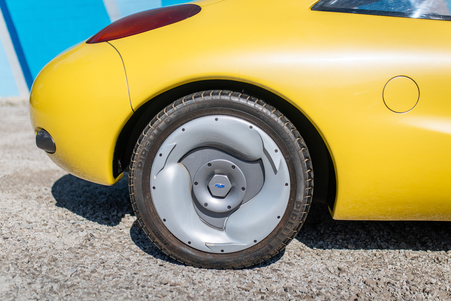 Ford Ghia Vivace Concept rear wheel