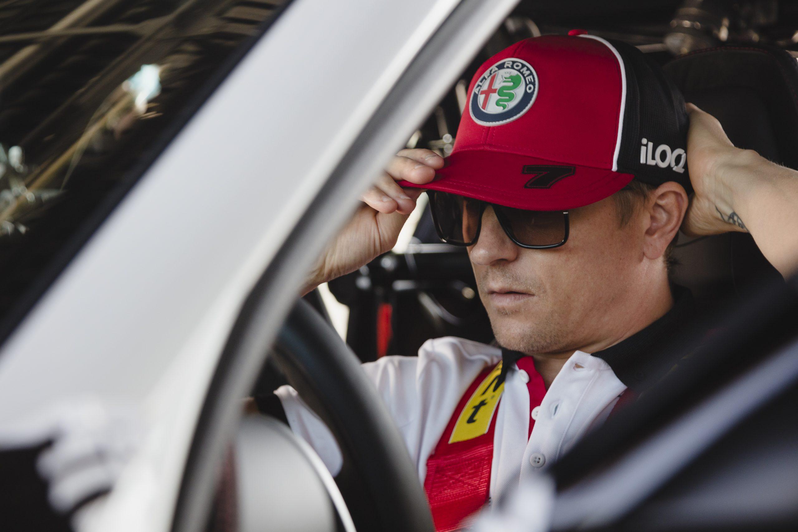 Kimi Raikonnen and Alfa GTA(5)
