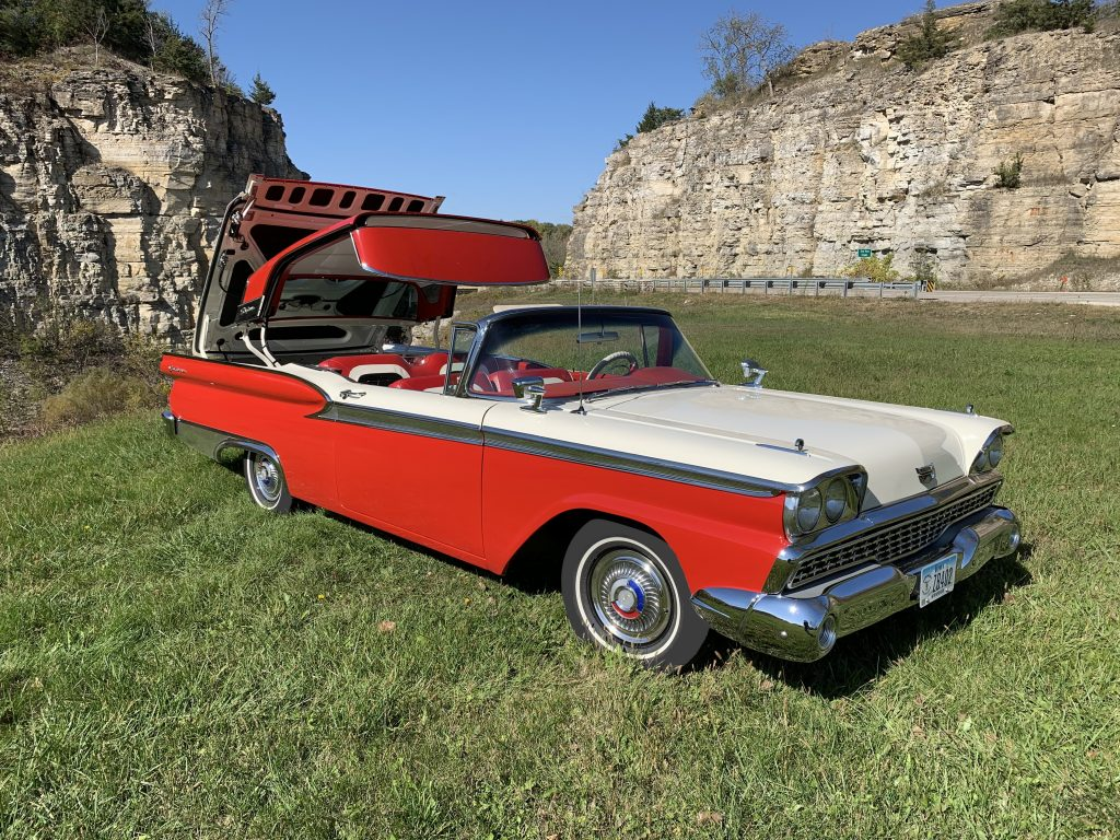1959 Ford Galaxie Skyliner top action