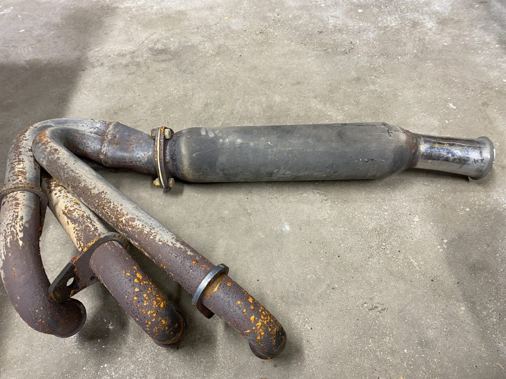 Chevrolet Corvair Headers corrosion 2
