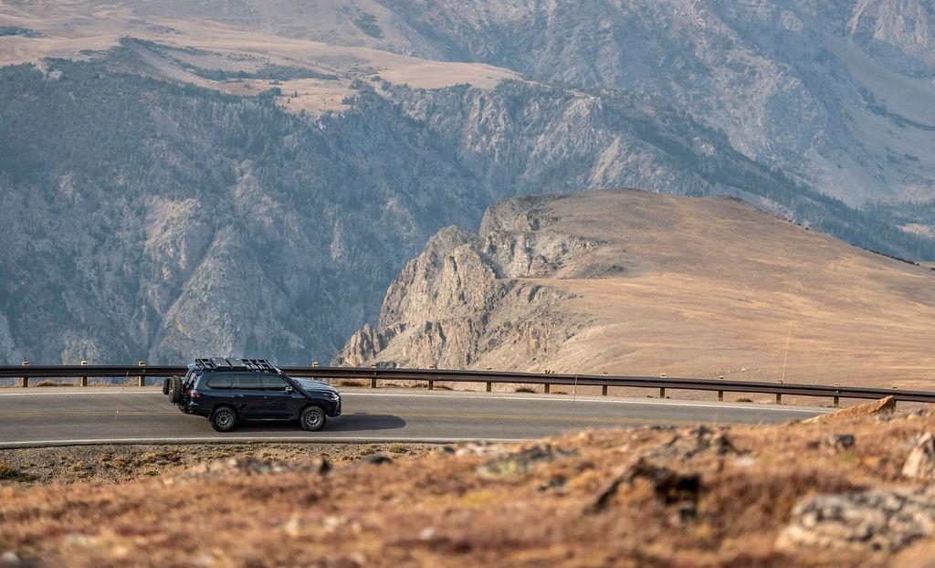 Lexus J201 Concept side pan mountain road