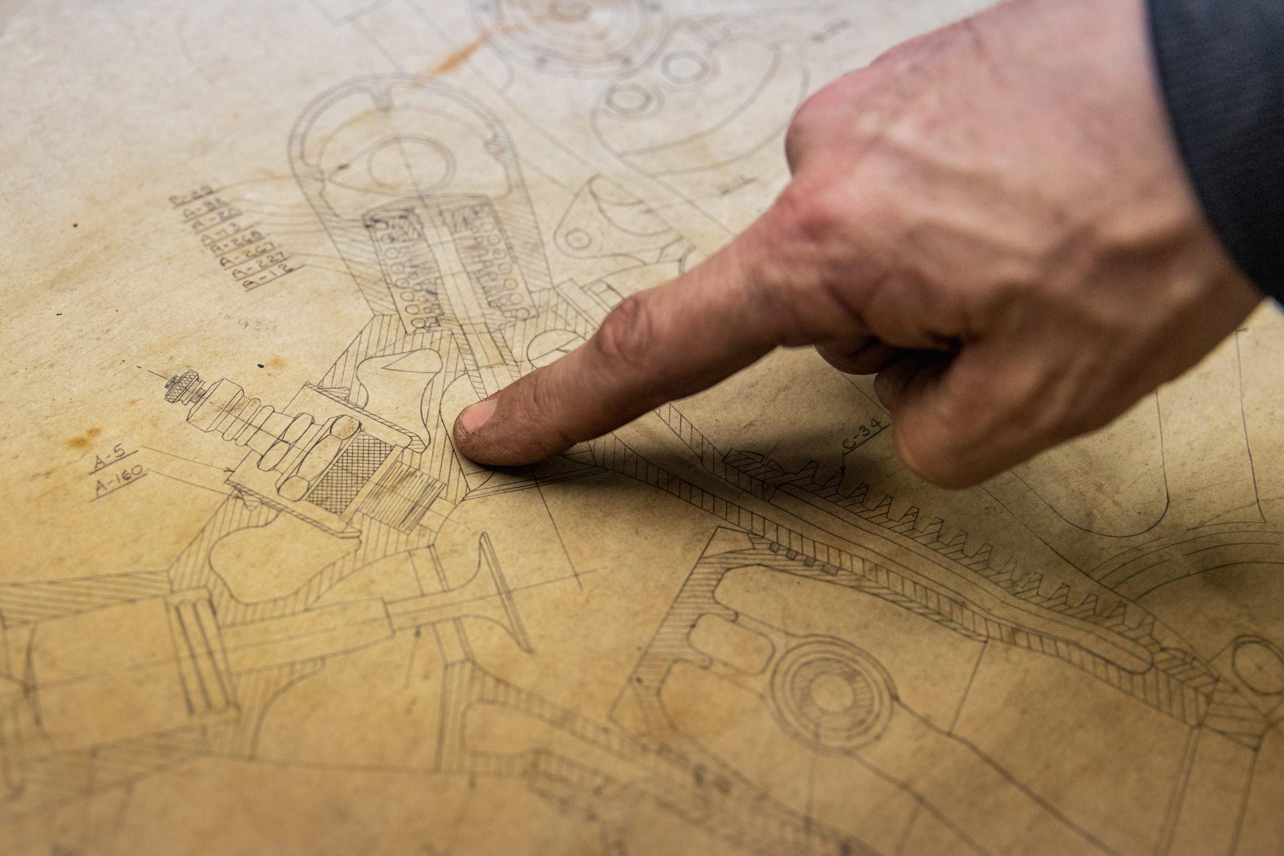 mechanical drawing finger