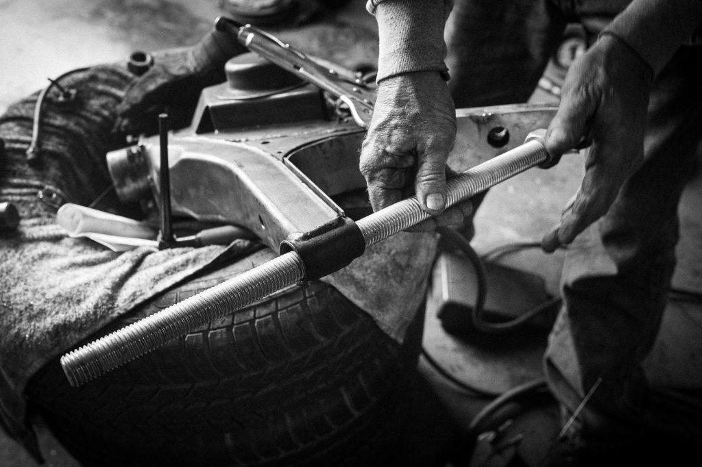 bmw 2002 resto hands on bolt detail