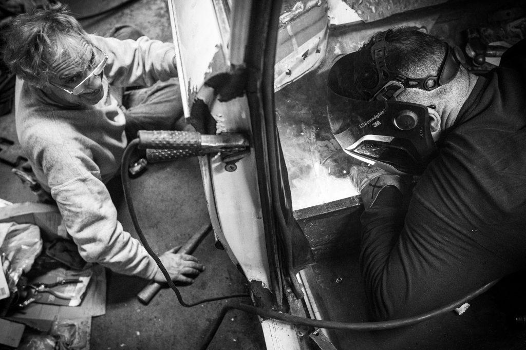 bmw 2002 resto helping friends welding