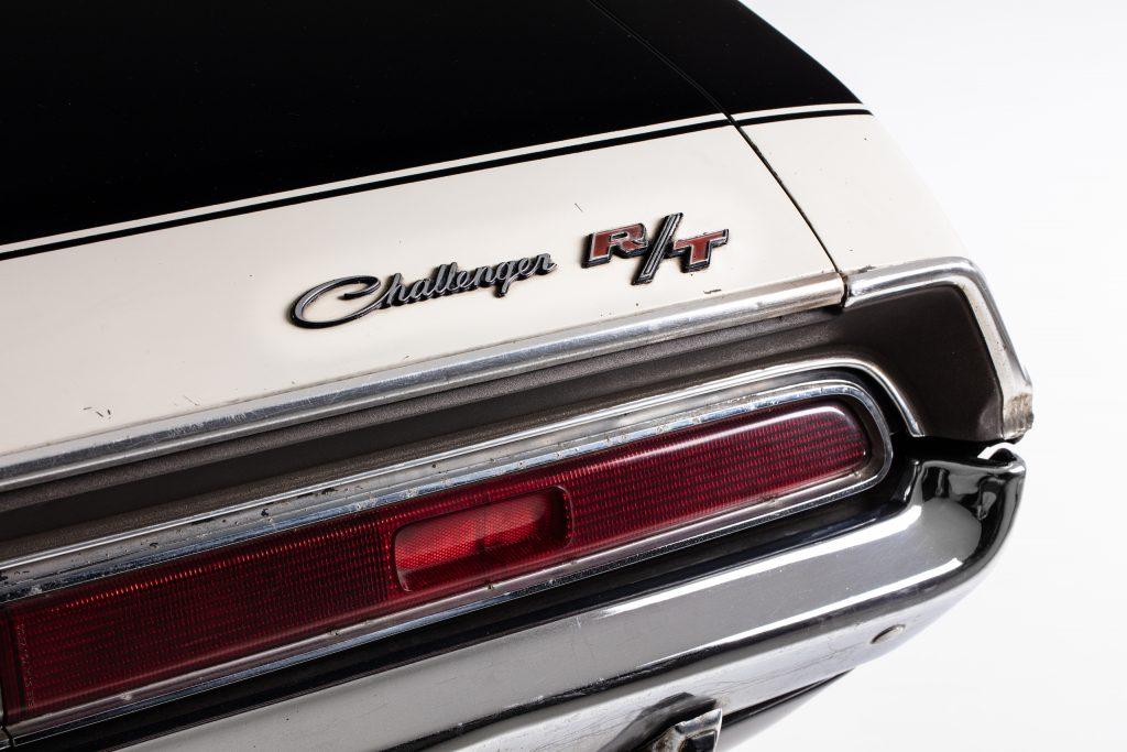 Challenger trunk script badging