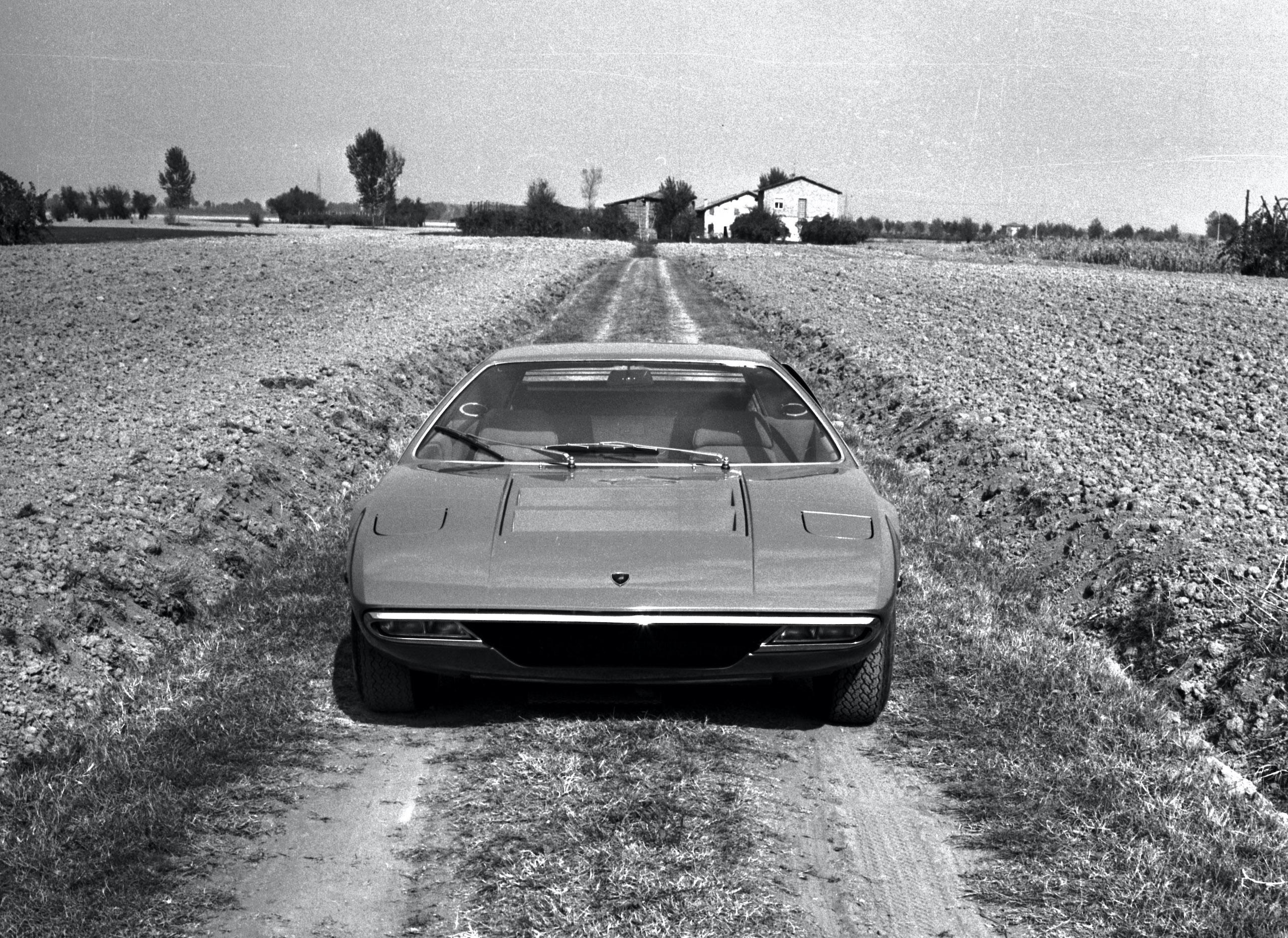 Lamborghini Urraco front vintage countryside photo