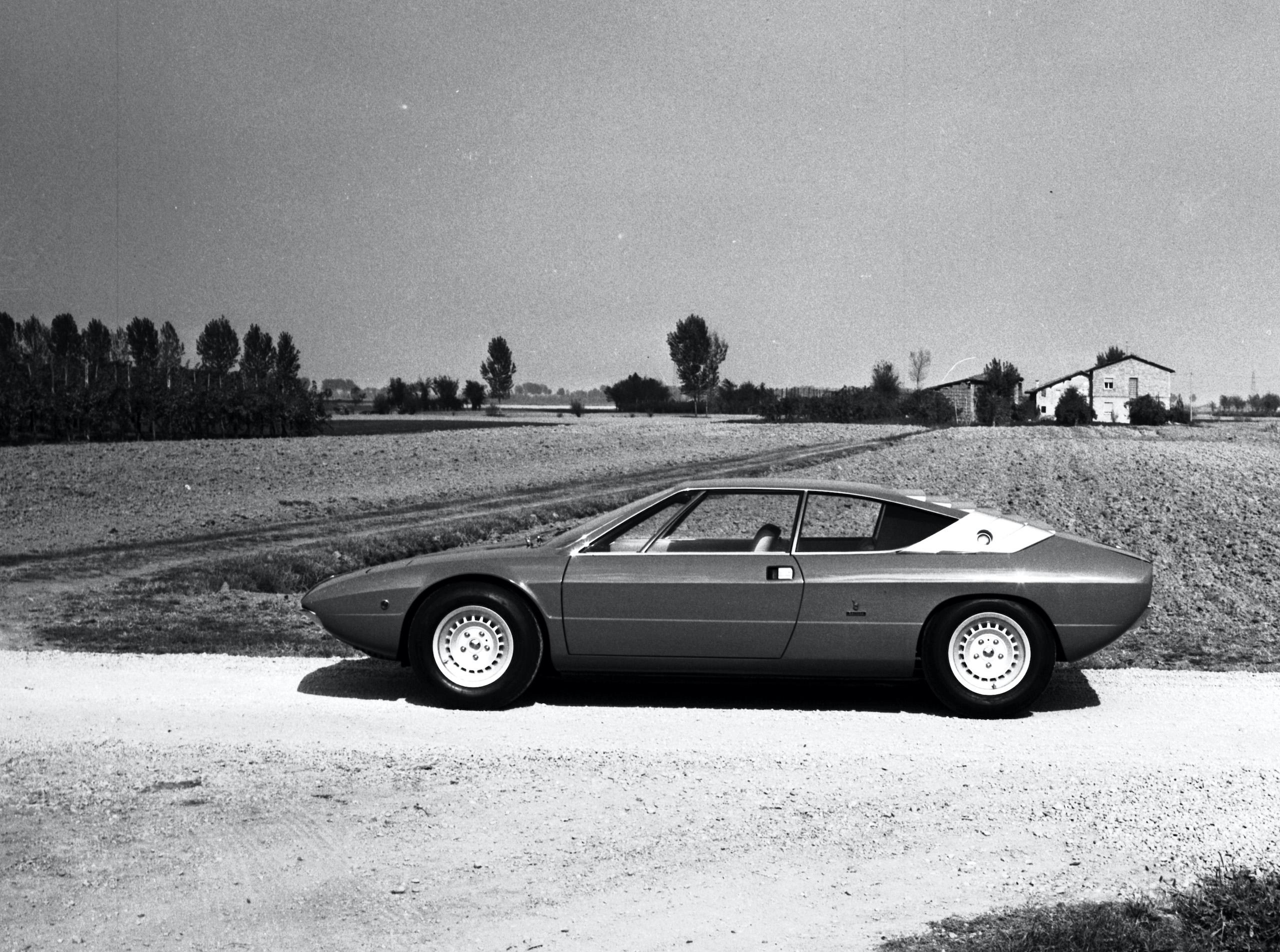 Lamborghini Urraco side profile vintage countryside photo