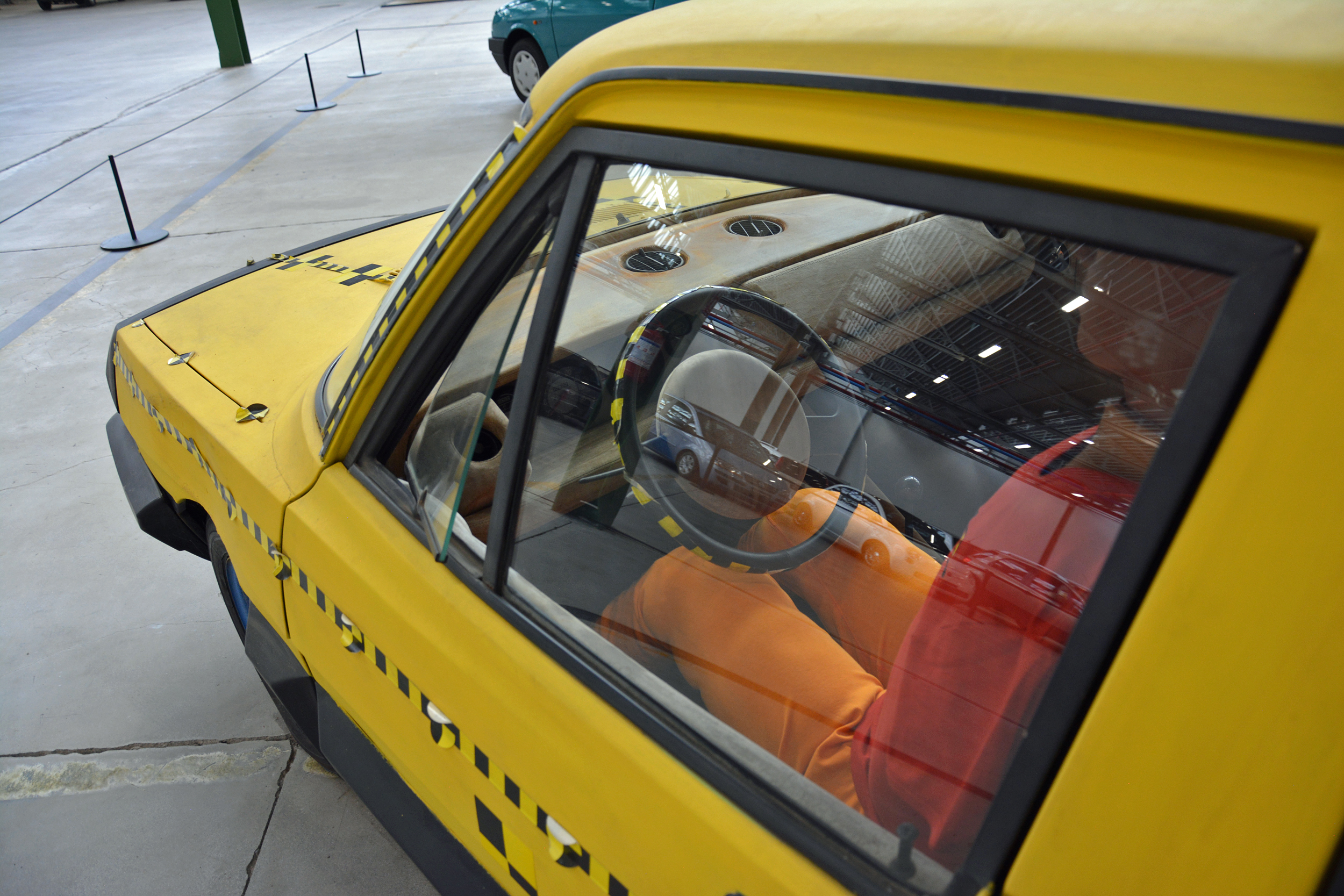 1972 fiat esv 2000 interior through side window