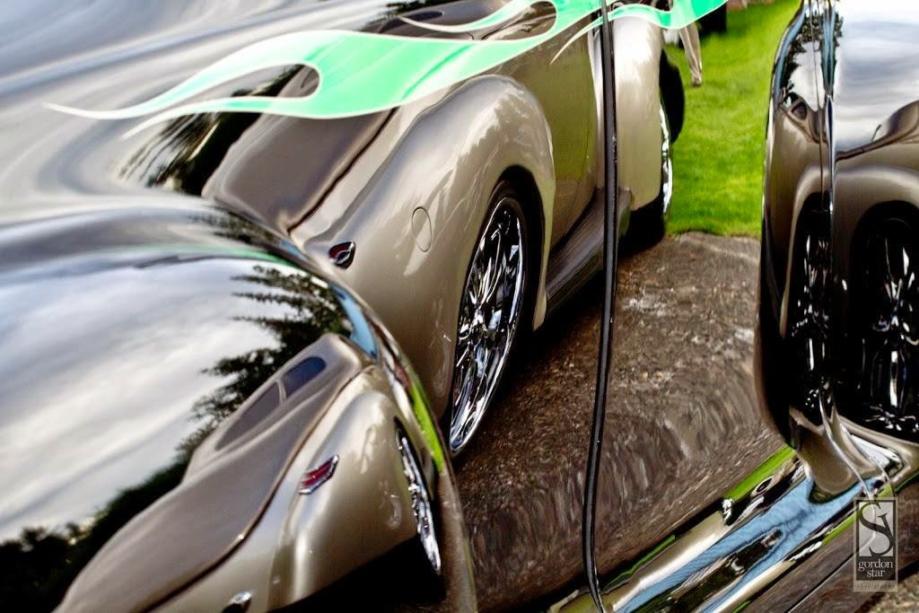 1940 ford deluxe thumper reflection shot