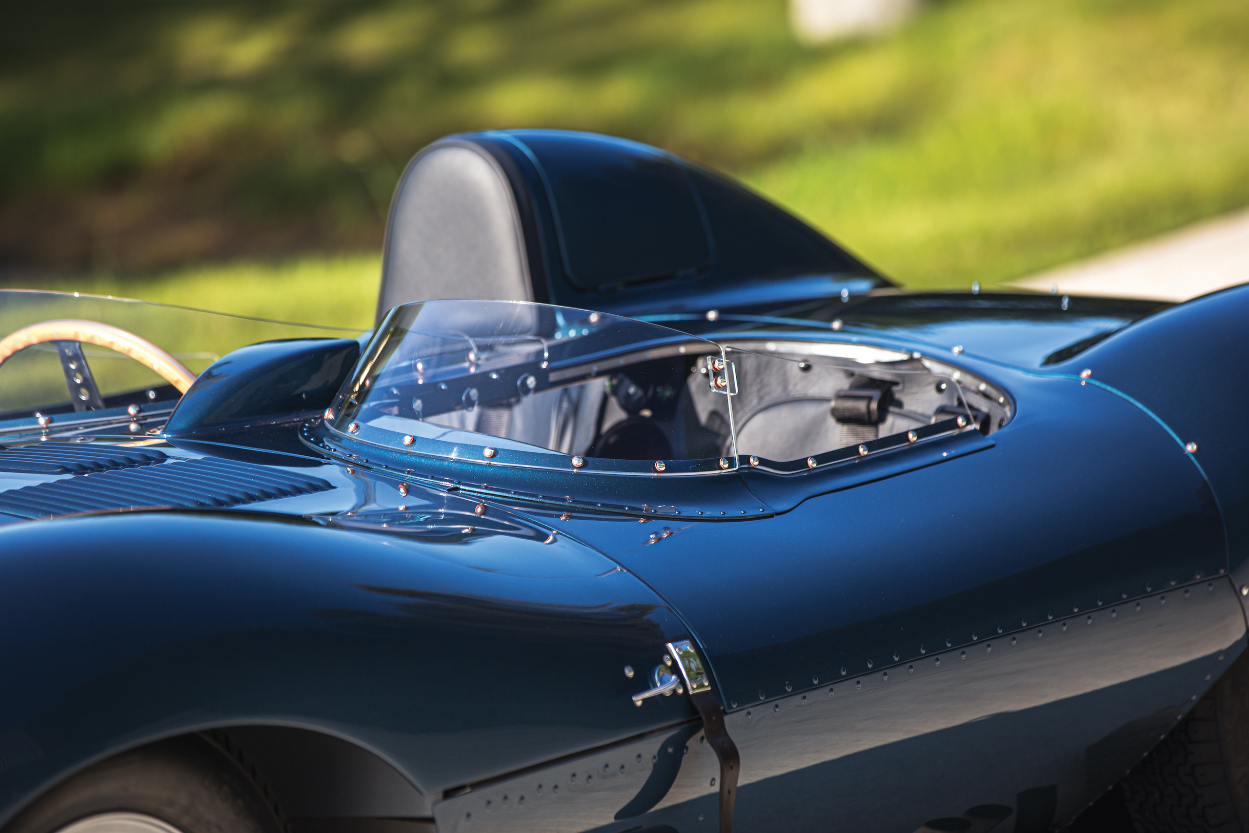 1955 Jag D-Type windscreen glass detail
