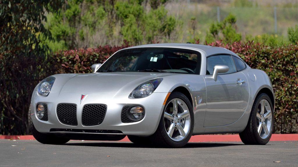 2009 Pontiac Solstice GXP Coupe front three-quarter