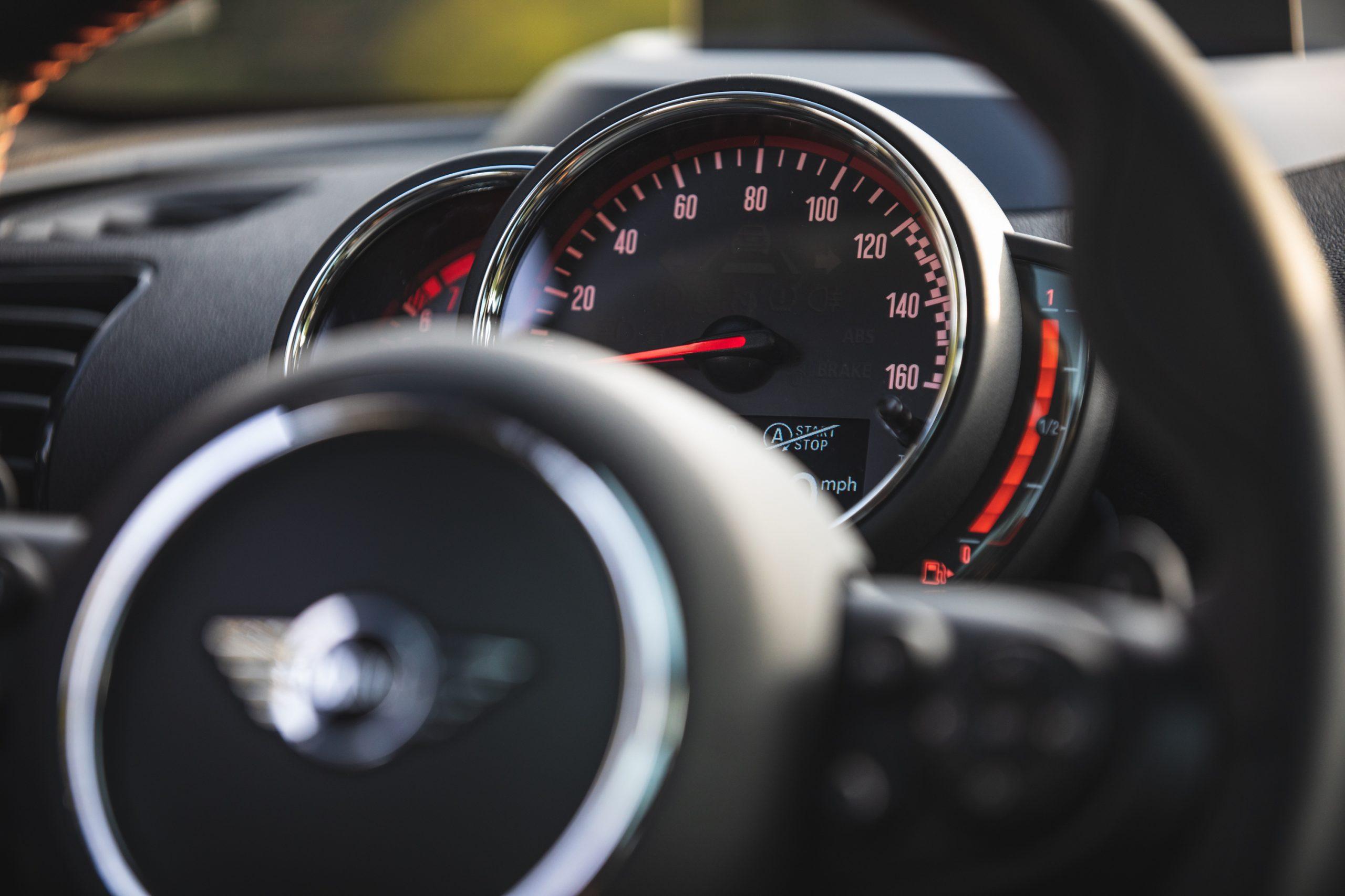 2020-Mini-JCW-Clubman-All4-speedometer