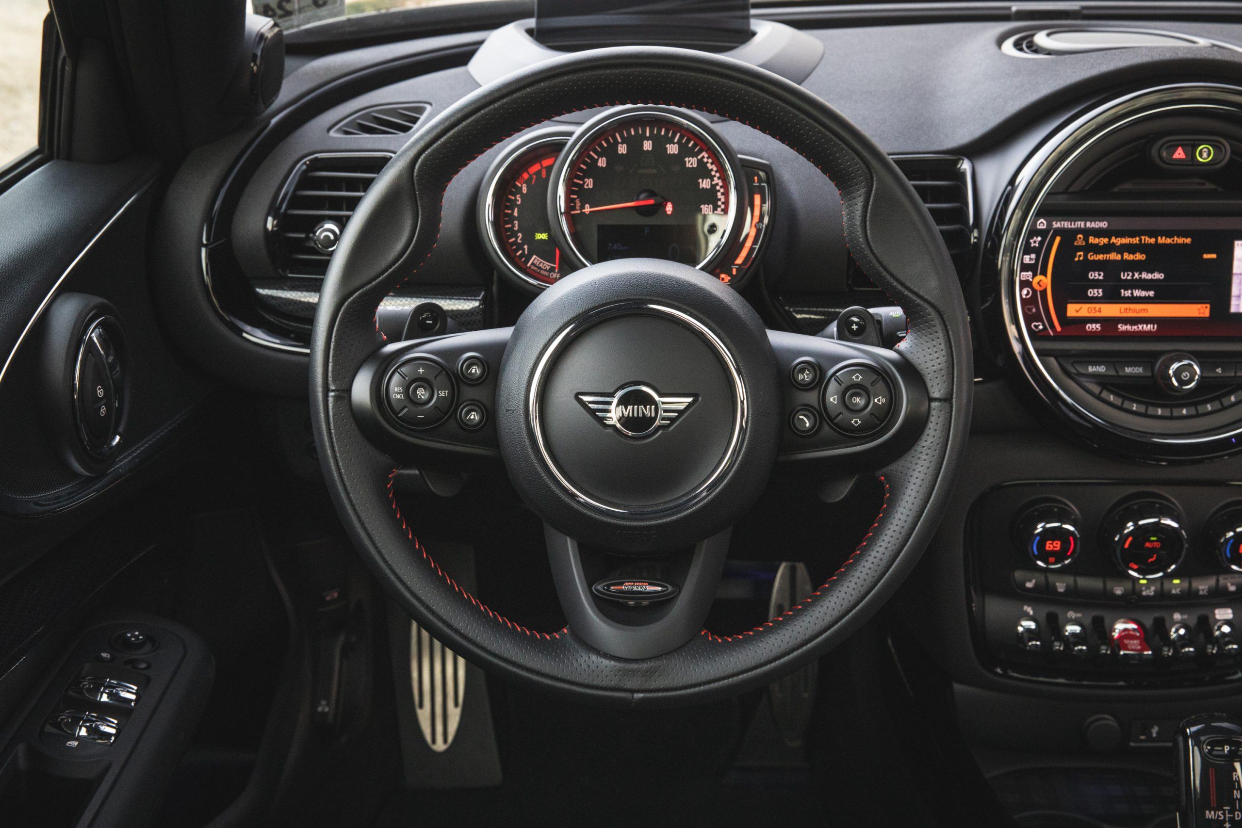 2020-Mini-JCW-Clubman-All4-steering-wheel
