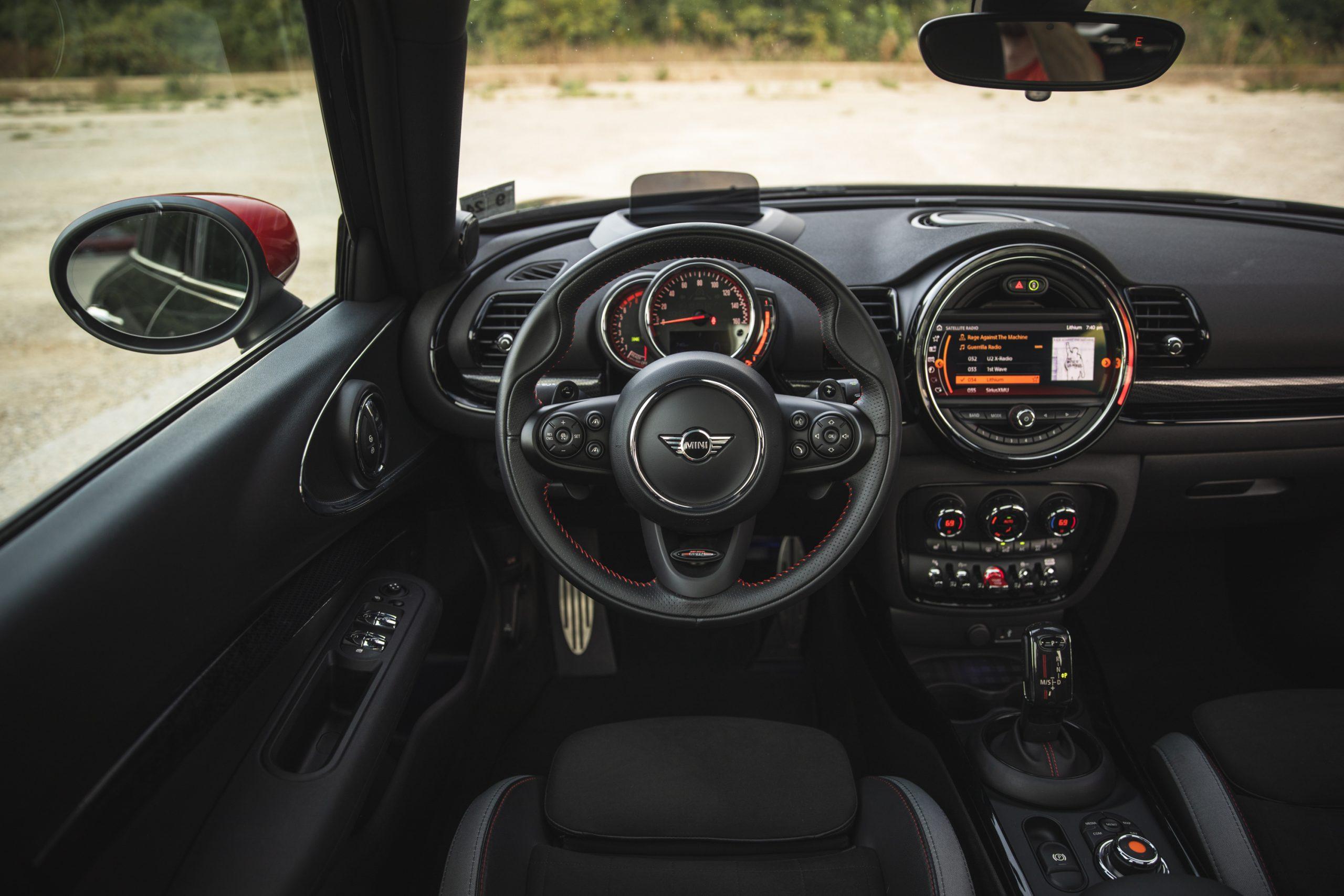 2020-Mini-JCW-Clubman-All4-interior-2