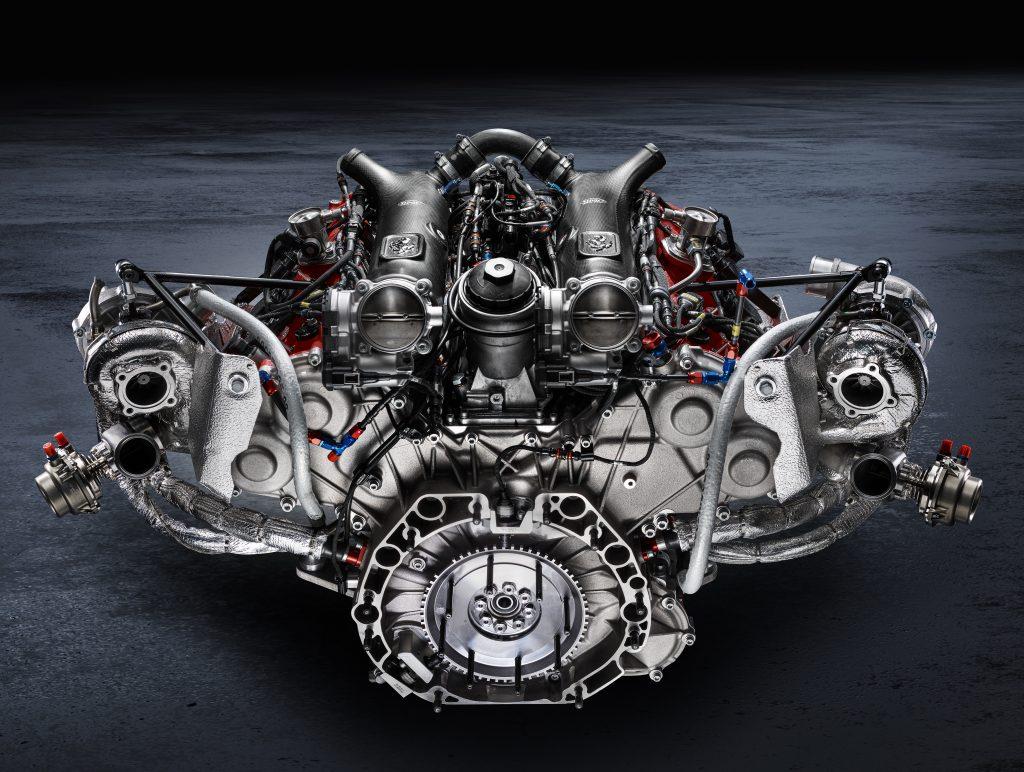 2020_11_Ferrari_488GT_engine_1_1