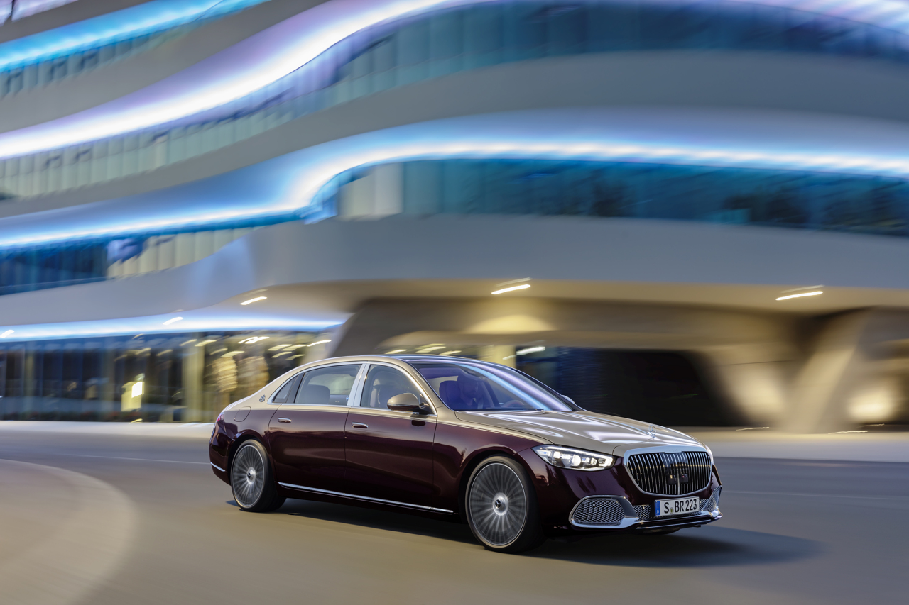 Mercedes-Maybach S-Class 2020 front cornering