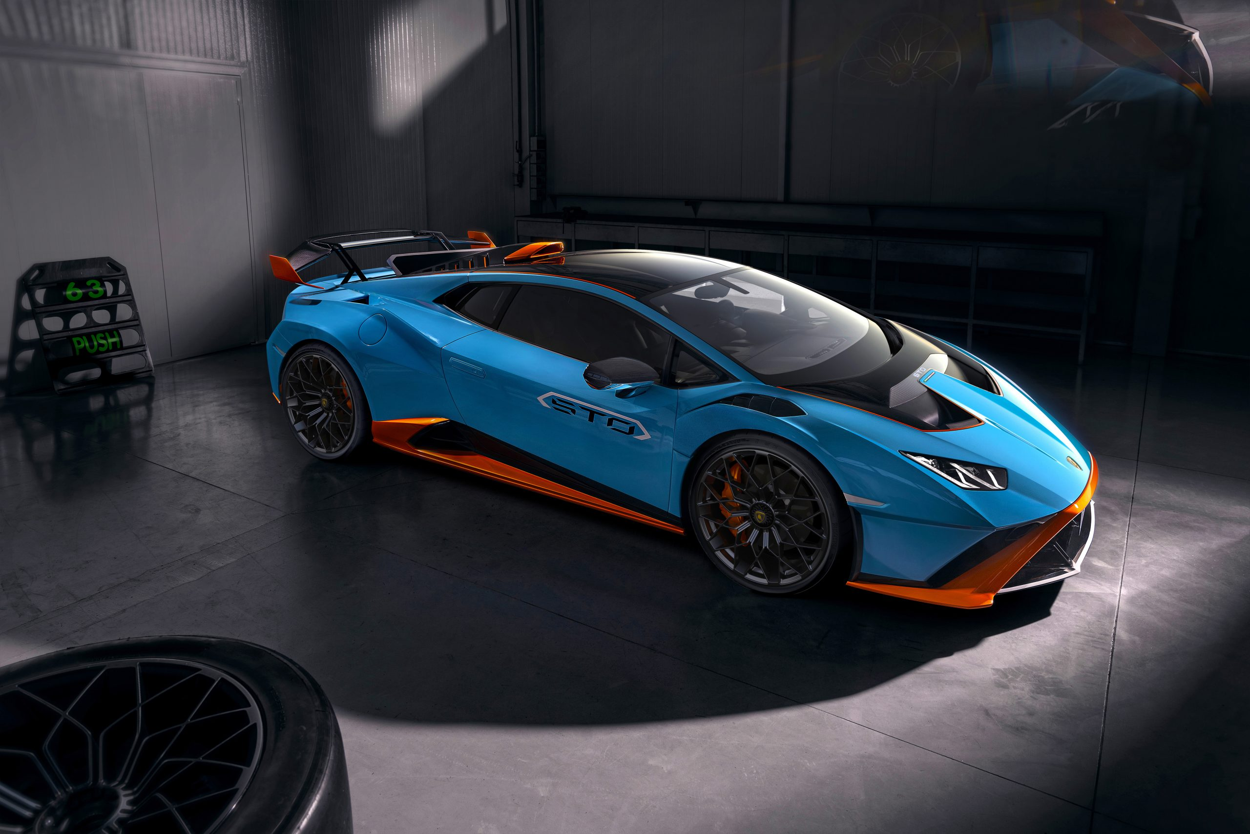 Lamborghini Huracan STO side garage 2
