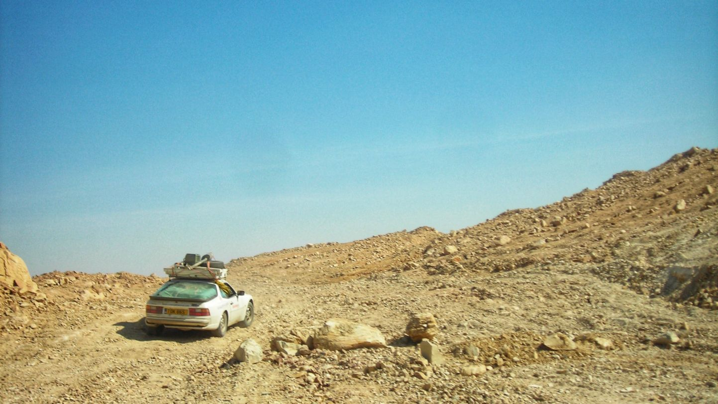 Africa Porsche 944 climbing crazy road