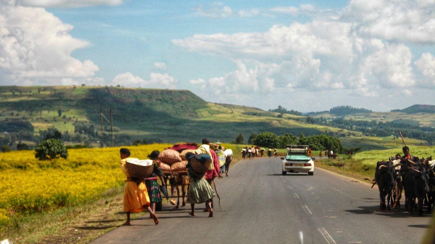 Africa Porsche 944 sharing the road in Ethiopia